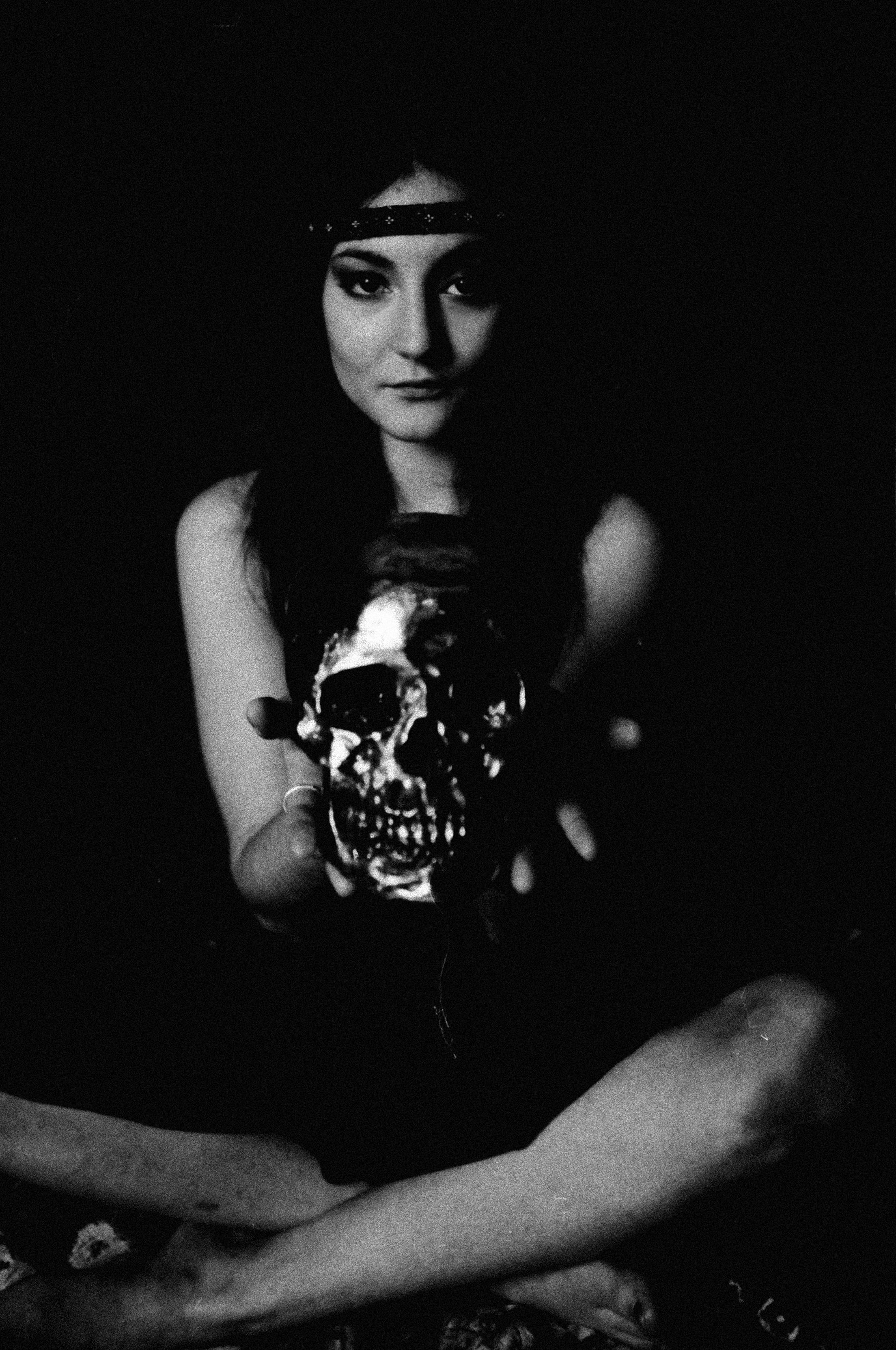 Lauren_skull1a2_lessdust_web.jpg