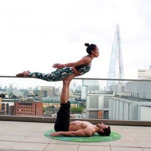 acro-yoga-balance-calm-1139496.jpg