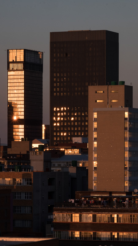 Gebäude in CBD bei Sonnenuntergang