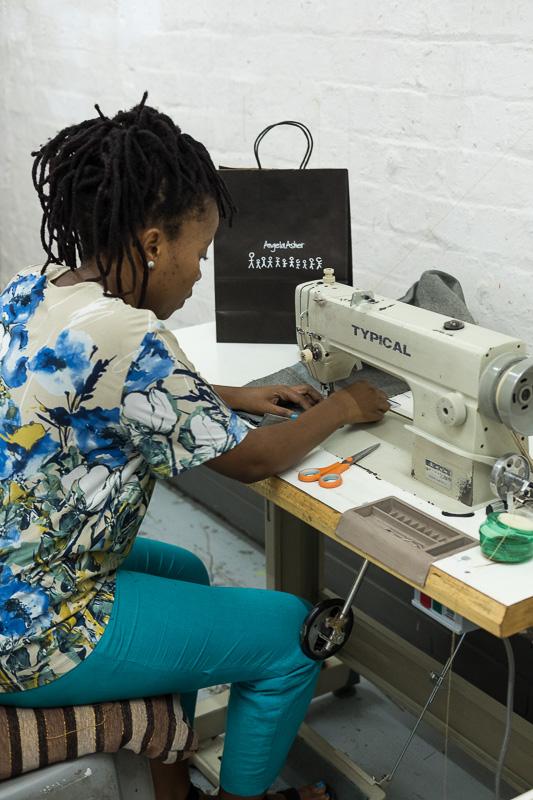Designerin Angela Mantsopa Nzunga