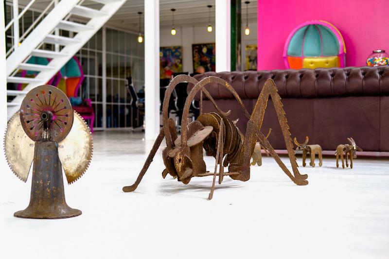 Ausstellungsobjekte von Justin Wells in der David Baillie Gallery.