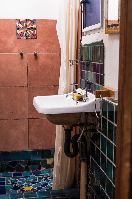 Dusche mit Mosaiken