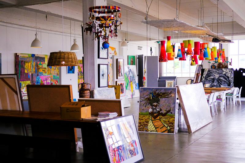 Einer der großen Verkaufsräume der Art Eye Gallery