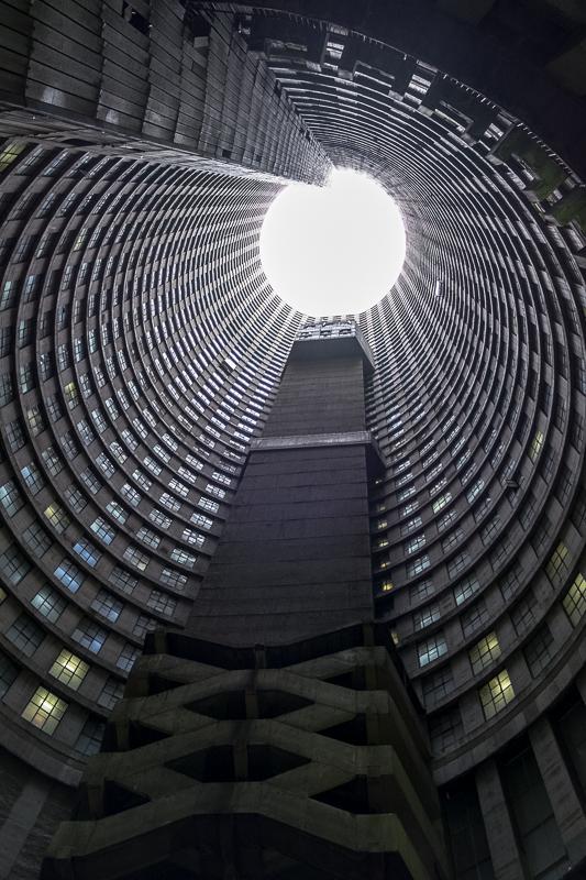 Im Inneren des Ponte Towers kommt man sich vor wie auf einer Abschußrampe ins All.