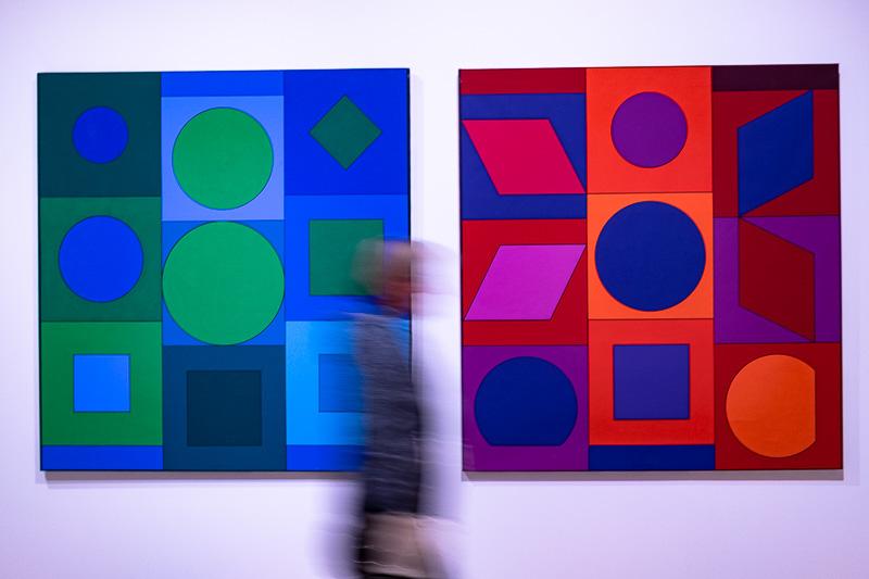 Starke Farben und klare Formen sind ebenfalls Teil der OP Art