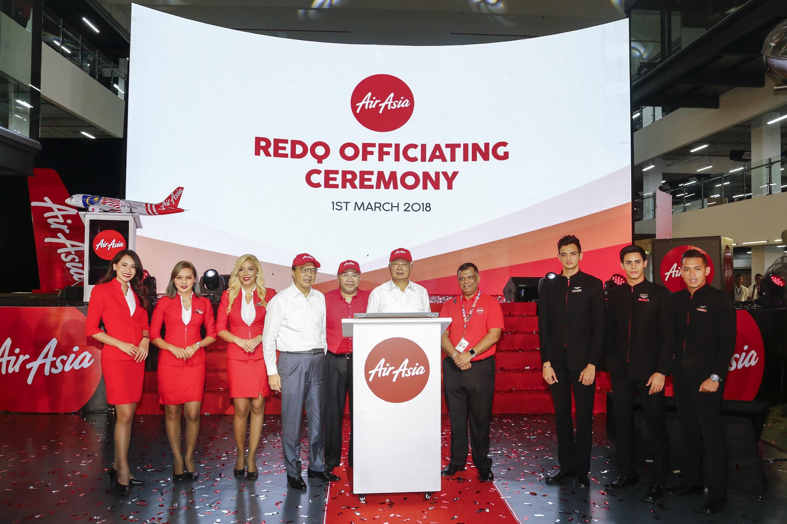 YAB Dato' Sri Mohd Najib Bin Tun Haji Abdul Razak, Prime Minister of Malaysia, officiating the AirAsia RedQ headquarters together with YB Dato' Sri Liow Tiong Lai, Minister of Transport;Datuk Kamarudin Meranun, Executive Chairman of AirAsia Berhad & Group CEO of AirAsia X; and Tan Sri Tony Fernandes, Group CEO of AirAsia & Co-Group CEO of AirAsia X.