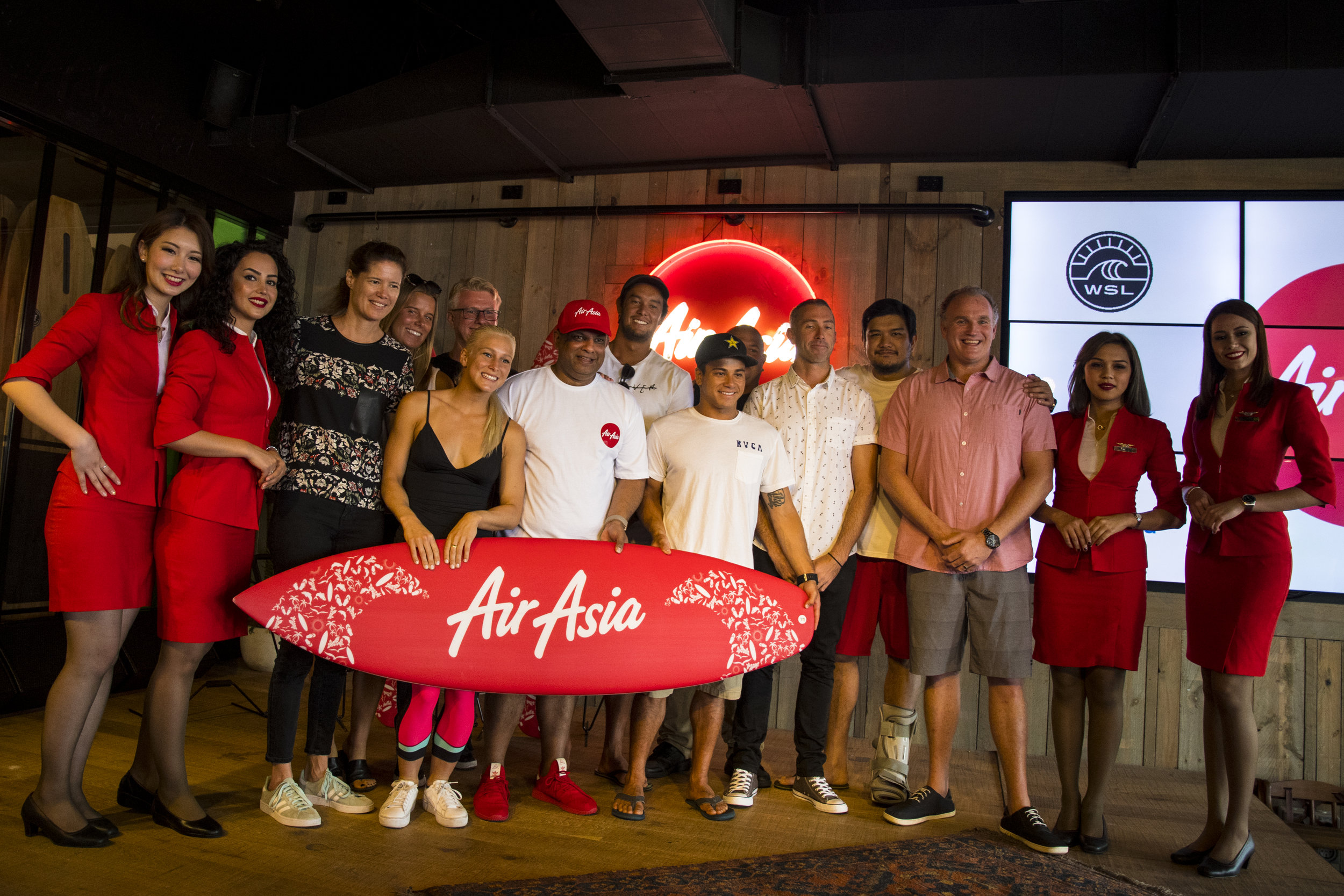 AirAsiaSurfPartnership_180318Smith4654.jpg