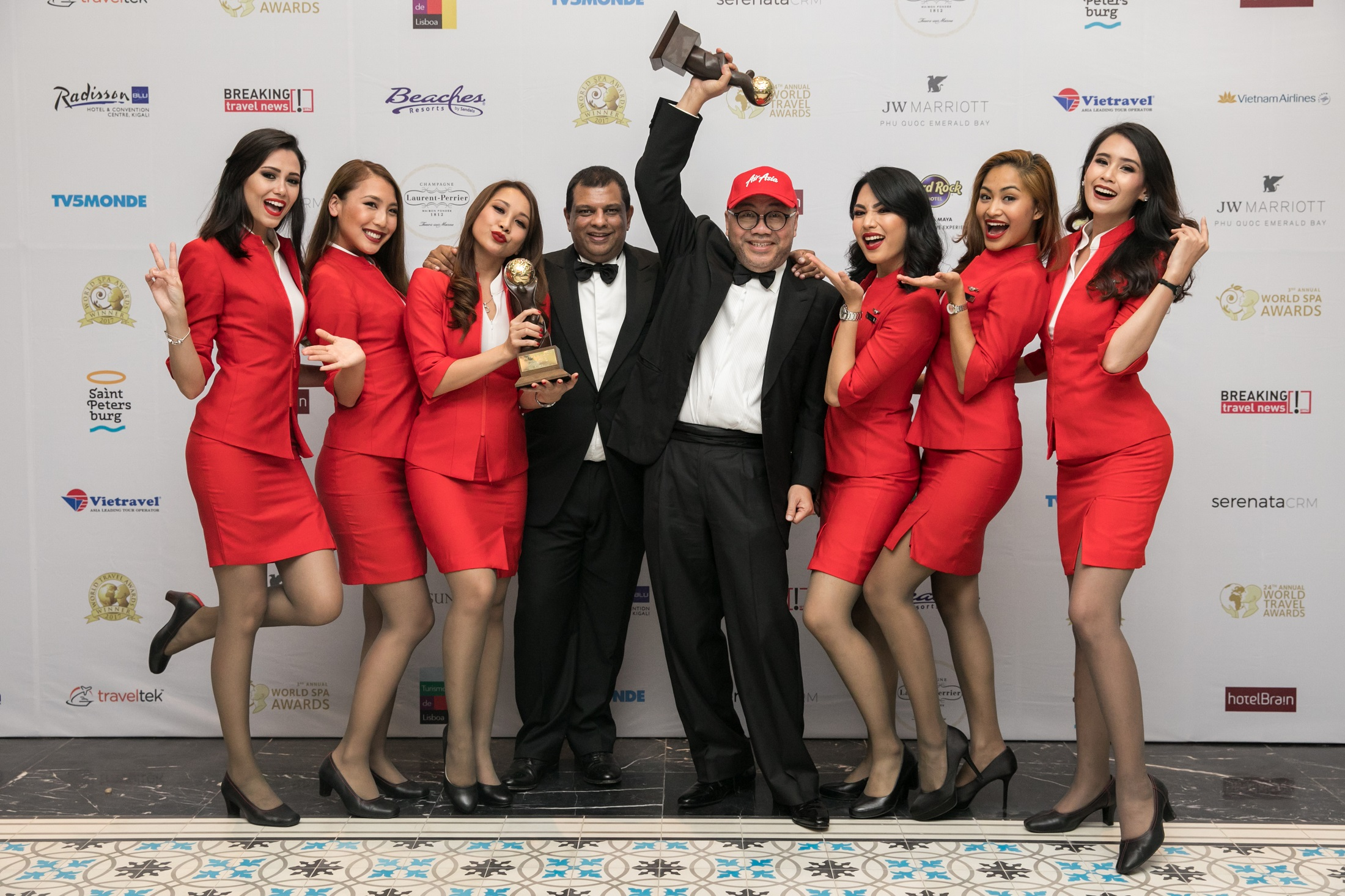 AirAsia named World's Leading Low-Cost Airline for 5th straight year at WTA.jpg