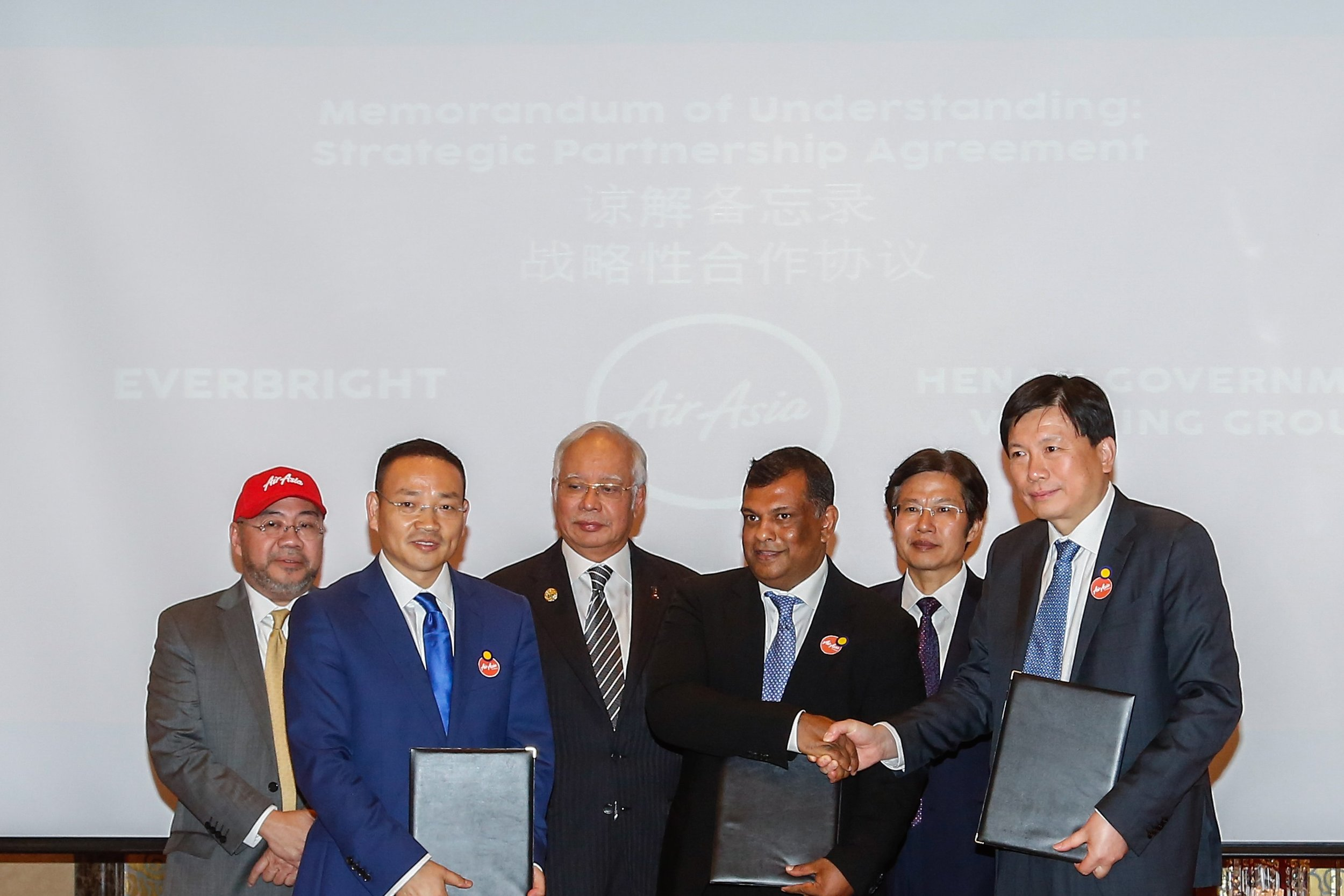 AirAsia signs China joint ventre MoU.jpg