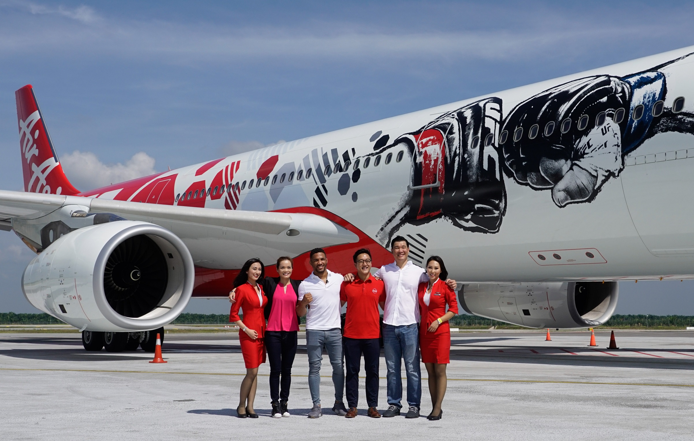 (L-R): UFC Events and Partnership Activation Director of Asia Leanne Chu, UFC no.5-ranked lightweight athlete Kevin Lee, AirAsia Regional Branding Manager Ben Rynjah, UFC Vice President of Asia Pacific Kevin Chang