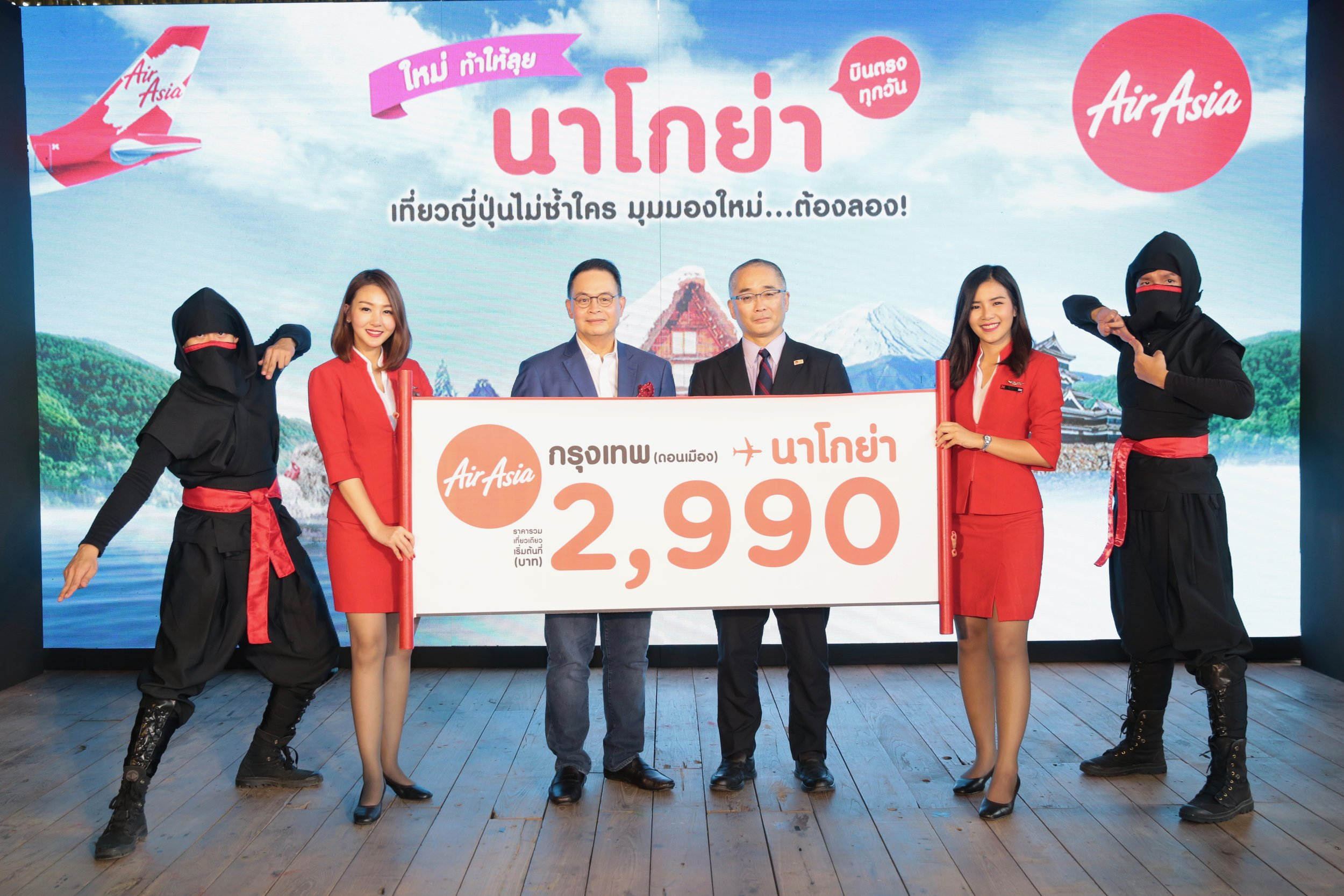 Photo Cation:  (middle left) Mr. Nadda Buranasiri, Chief Executive Officer of Thai AirAsia X, and (middle right) Mr. Eigo Onuma, Executive Director of Japan National Tourism Organization - Bangkok office (JNTO) attend the Thai AirAsia X's launch event of Bangkok (Don Mueang) - Nagoya daily direct flights. Promo fares start at all-in fare THB 2,990. Inaugural flight begins on 30 October 2018.