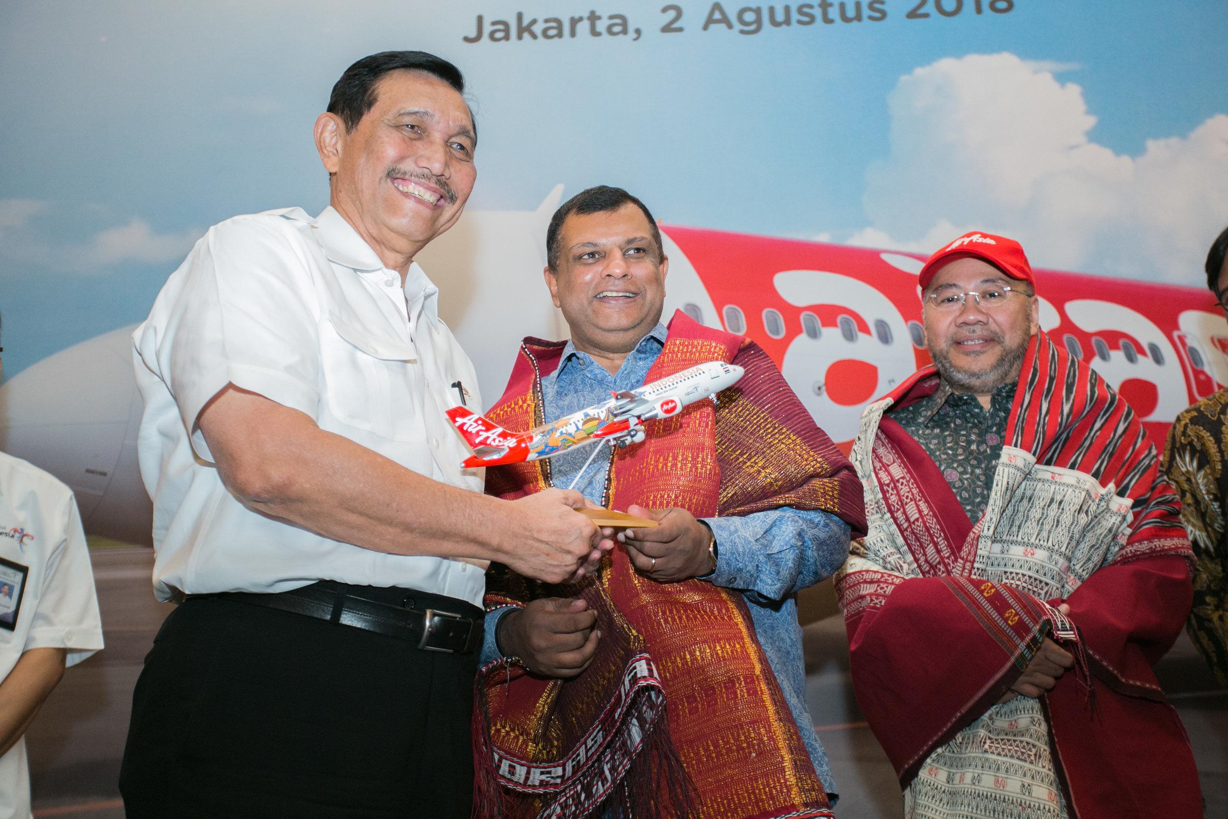 Photo caption:  (From Left) Luhut Binsar Pandjaitan, Coordinating Minister for Maritime Affairs Indonesia, Tan Sri Tony Fernandes, AirAsia Group CEO and Datuk Kamarudin Meranun, AirAsia Group Berhad Executive Chairman and AirAsia X Co-Group CEO at the launch of AirAsia's new route from Kuala Lumpur - Silangit - Lake Toba.