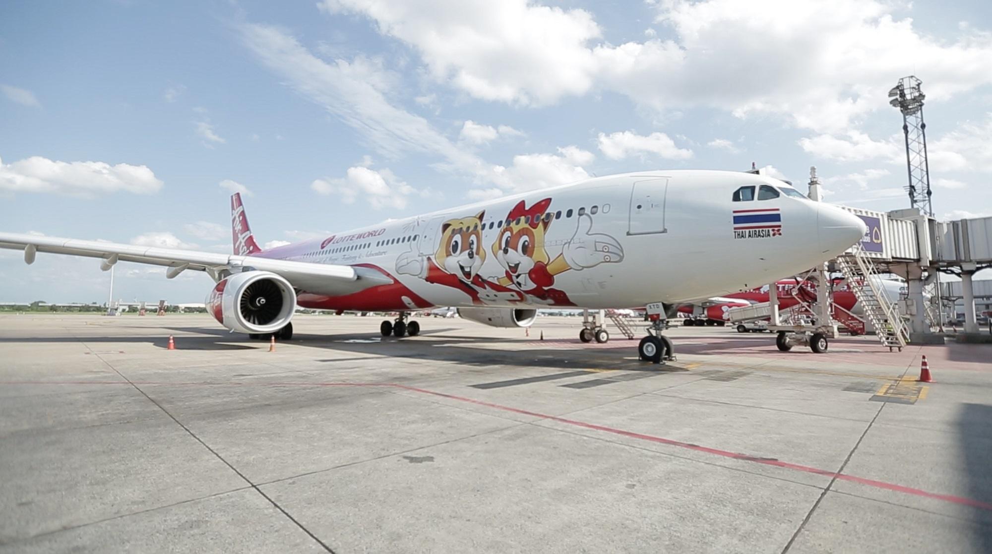 롯데월드 이미지로 랩핑한 에어아시아 항공기 A330-300