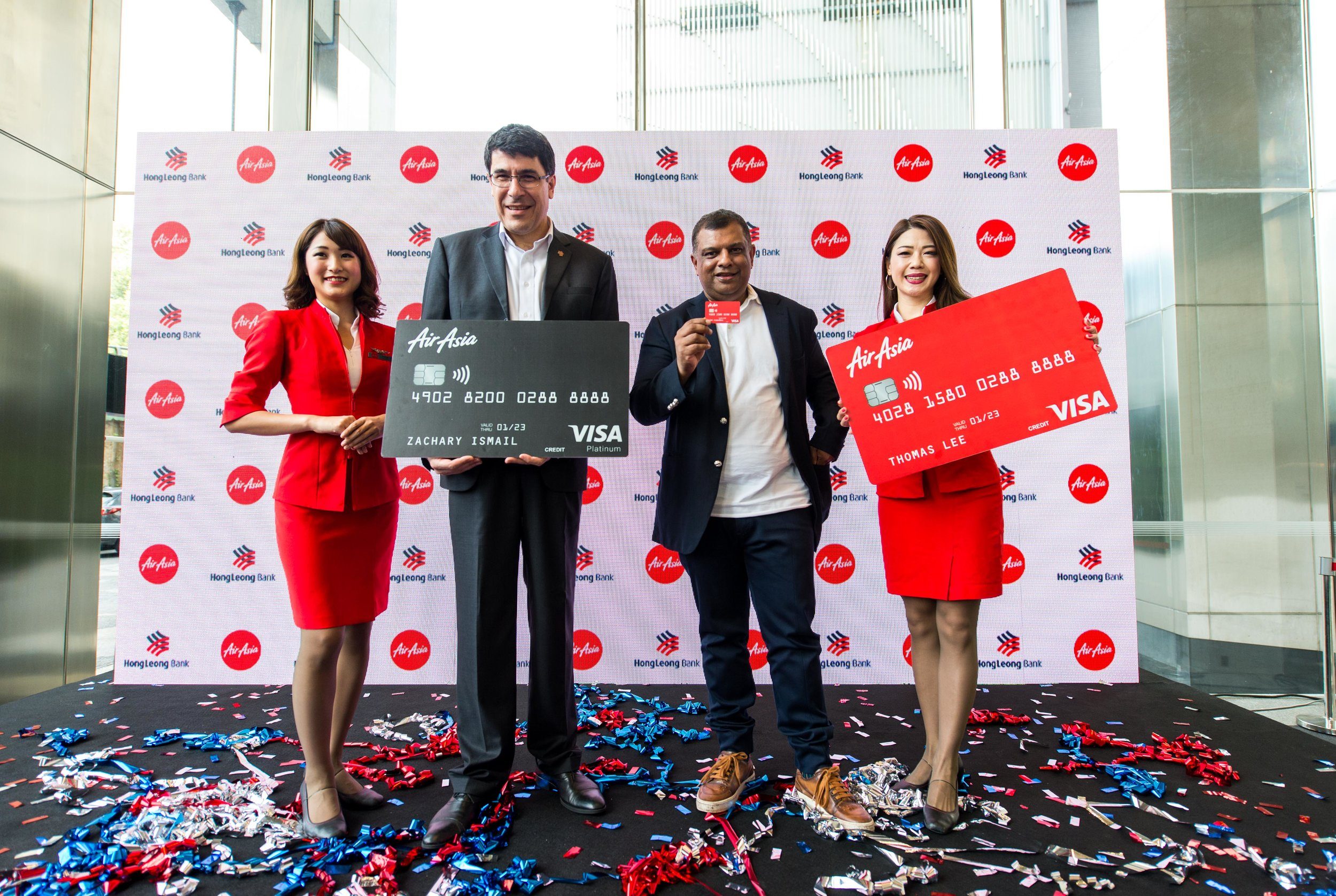 Hong Leong Bank Group Managing Director and CEO, Domenic Fuda (second from left) and AirAsia Group CEO, Tony Fernandes (third from left) unveiling the new AirAsia Hong Leong Bank Credit Card.