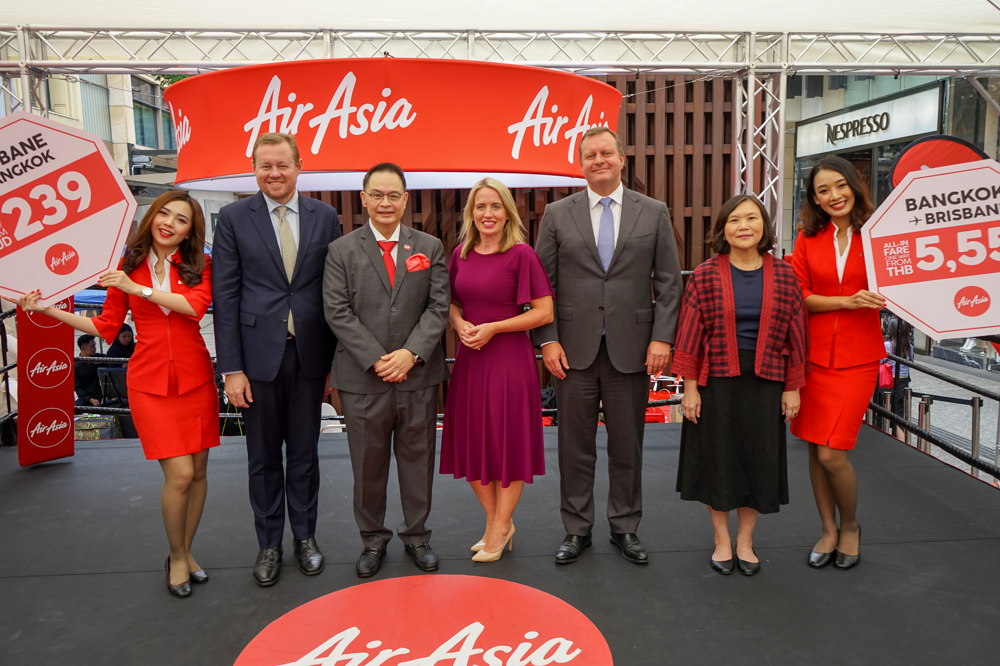 Photo Caption:  (From 2nd from Left) Andrew Park, Honorary Consul of Thailand, Royal Thai Consulate-General Queensland; Nadda Buranasiri, AirAsia X Group CEO and Thai AirAsia X CEO; Hon. Kate James, Minister of Tourism Industry Development for Queensland Government; Gert-Jan de Graaf, Brisbane Airport Corporation CEO; Andrew Park and Ms Suladda Sarutilavan, Director of Tourism Authority of Thailand flanked by AirAsia cabin crew at the announcement today.