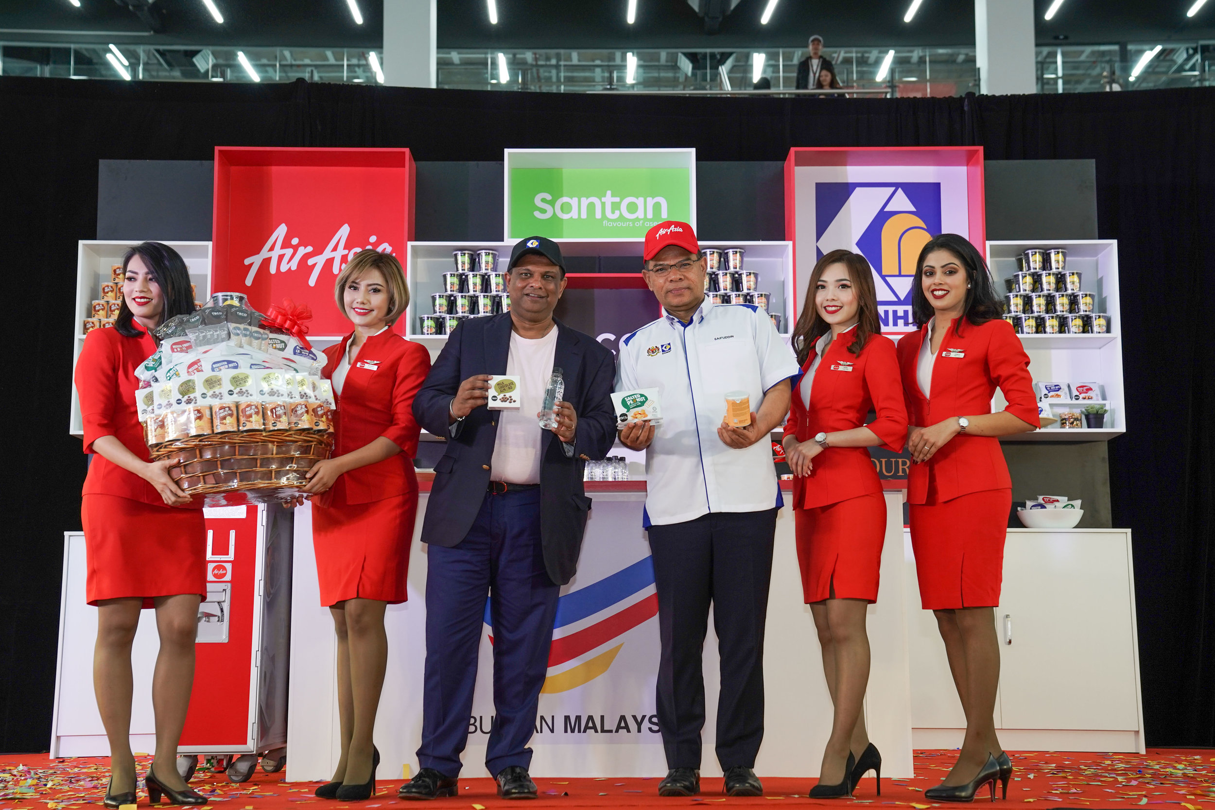 Photo Caption: AirAsia Group CEO Tony Fernandes and Minister of Domestic Trade and Consumer Affairs YB Datuk Seri Saifuddin Nasution bin Ismail showcasing some of the Malaysian products sold on board AirAsia flights at the AirAsia Supports 'Buy Malaysia Products' campaign event at AirAsia RedQ today.