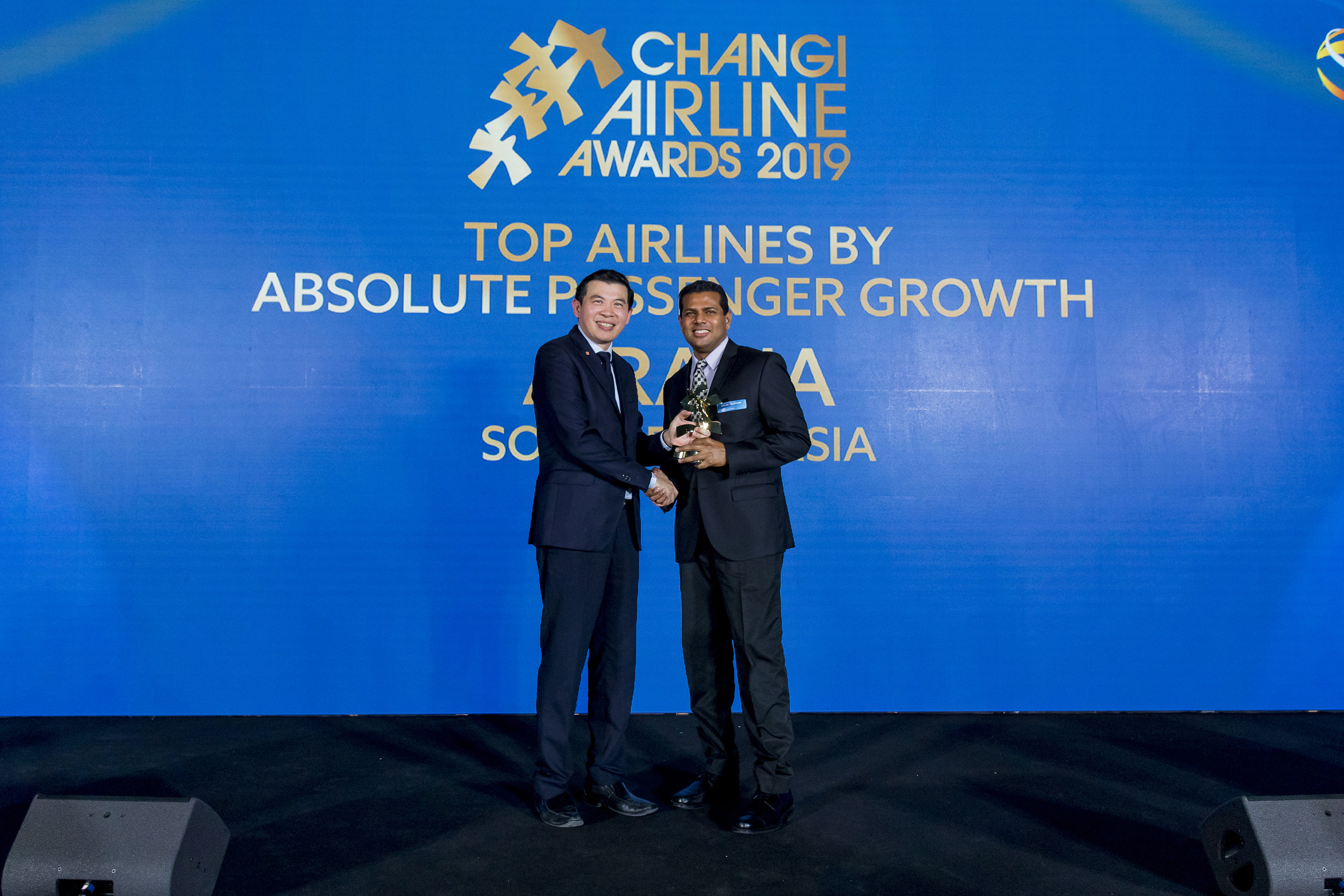 AirAsia Singapore CEO and AirAsia Philippines Chief Executive Advisor Logan Velaitham receiving the award from Mr Lee Seow Hiang, CEO of Changi Airport Group
