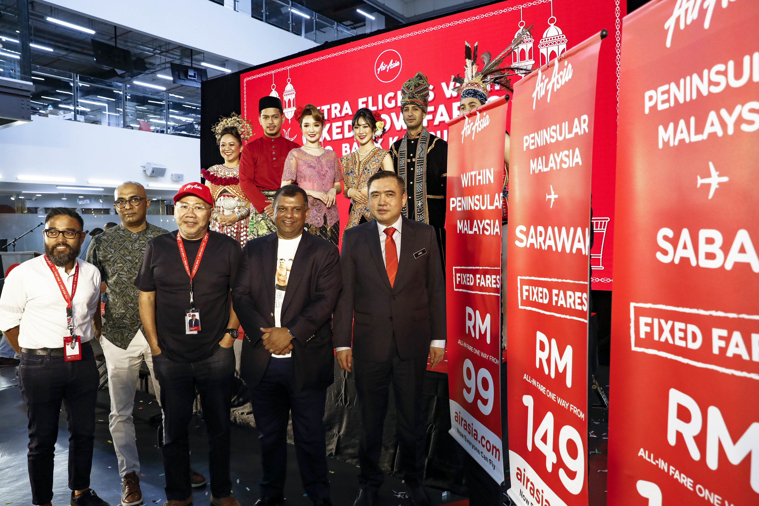 Photo Caption:  (From left) AirAsia Malaysia CEO Riad Asmat, AirAsia Deputy Group CEO (Airlines) Bo Lingam, AirAsia Executive Chairman Datuk Kamarudin Meranun, AirAsia Group CEO Tony Fernandes and Minister of Transport YB Loke Siew Fook at the launch of AirAsia late night flights with fixed fares today at AirAsia RedQ.