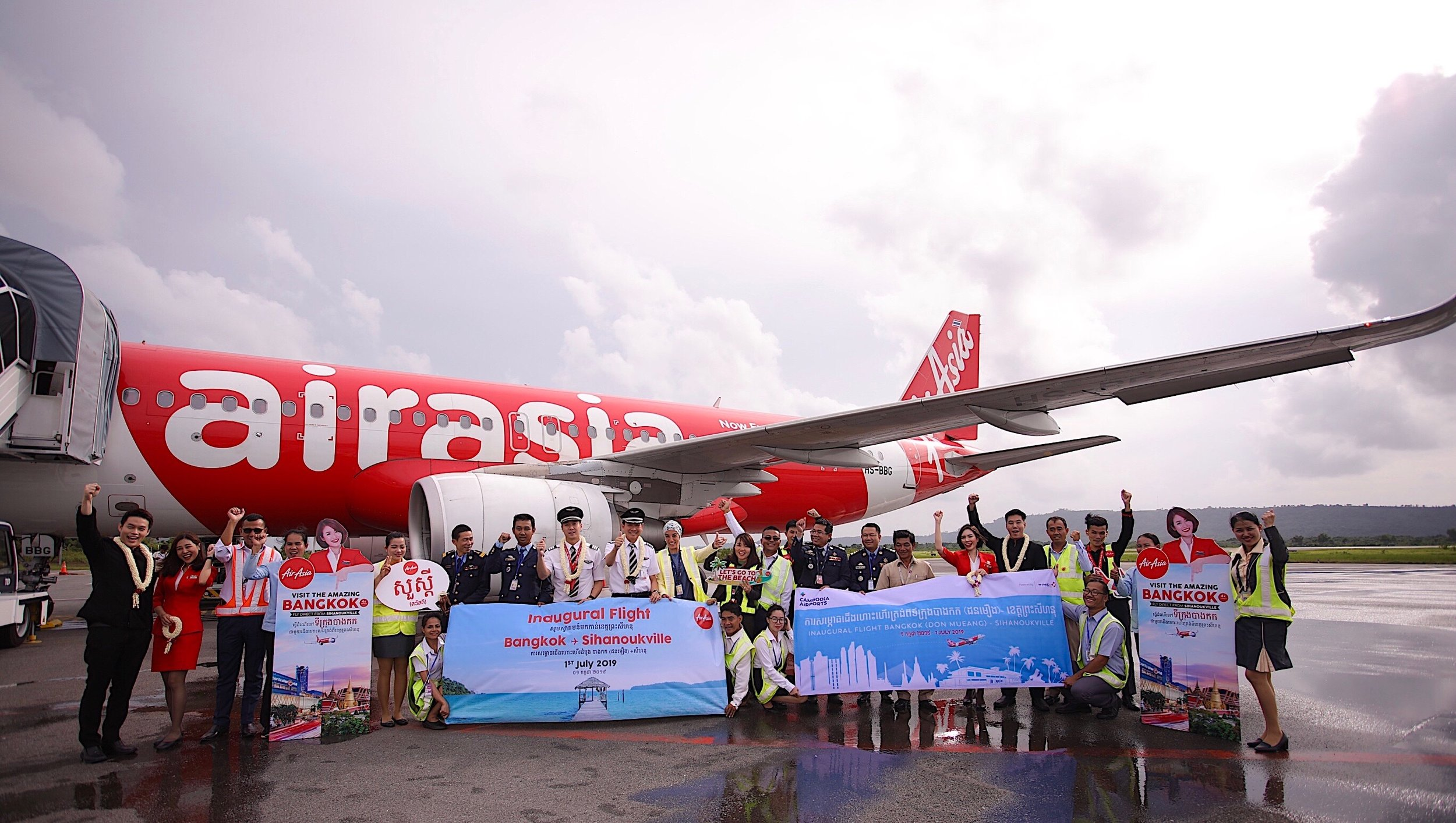 Executives and management of Sihanoukville International Airport and local authorities welcome Thai AirAsia's inaugural flight Bangkok (Don Mueang) - Sihanoukville, Cambodia, offering 4-time weekly direct flight on Mon, Wed, Fri and Sun.