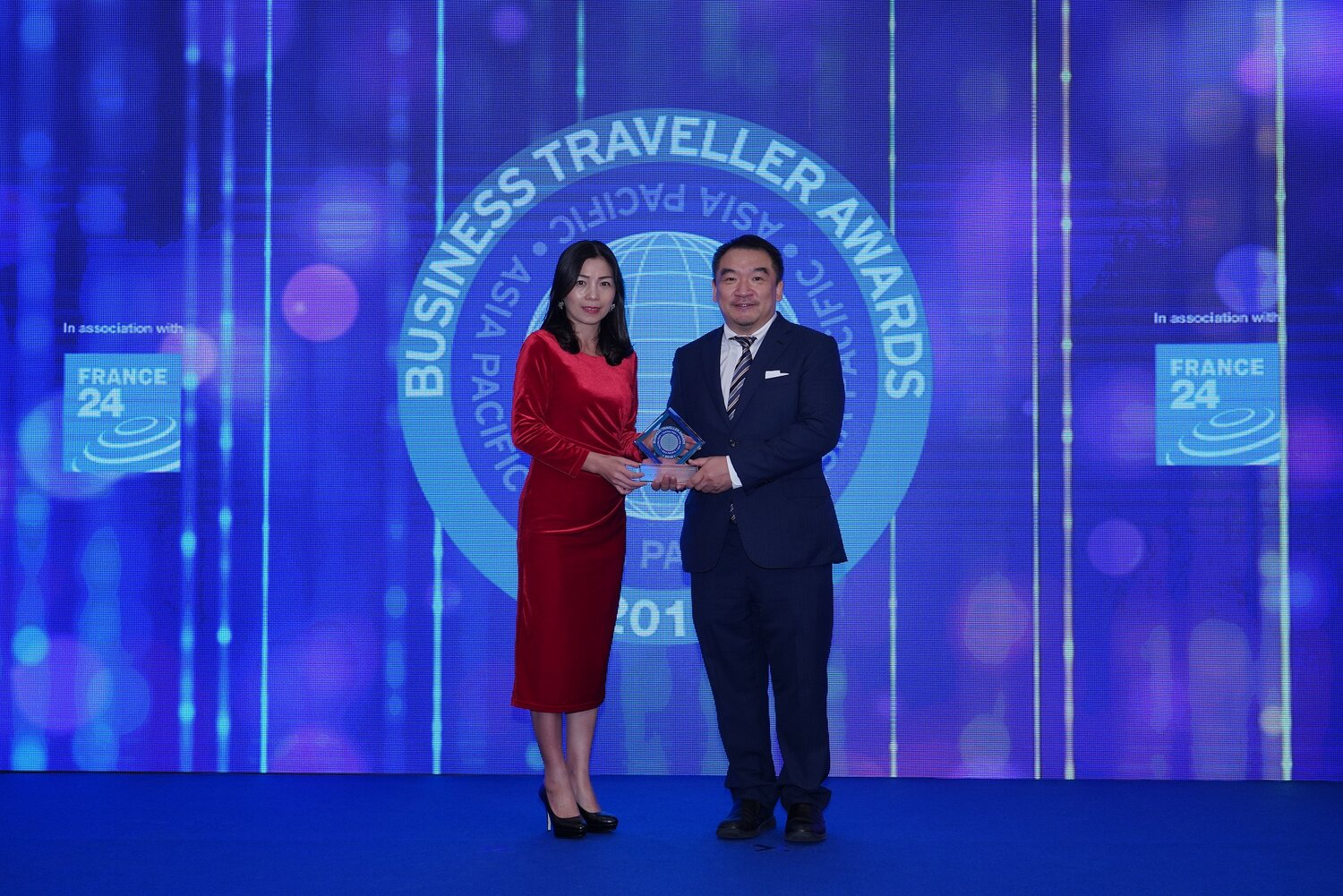 Photo Caption:  AirAsia Hong Kong and Macao CEO Celia Lao accepting the trophy for Best Low-cost Airline at the 2019 Business Traveller Asia-Pacific Awards held in Hong Kong.