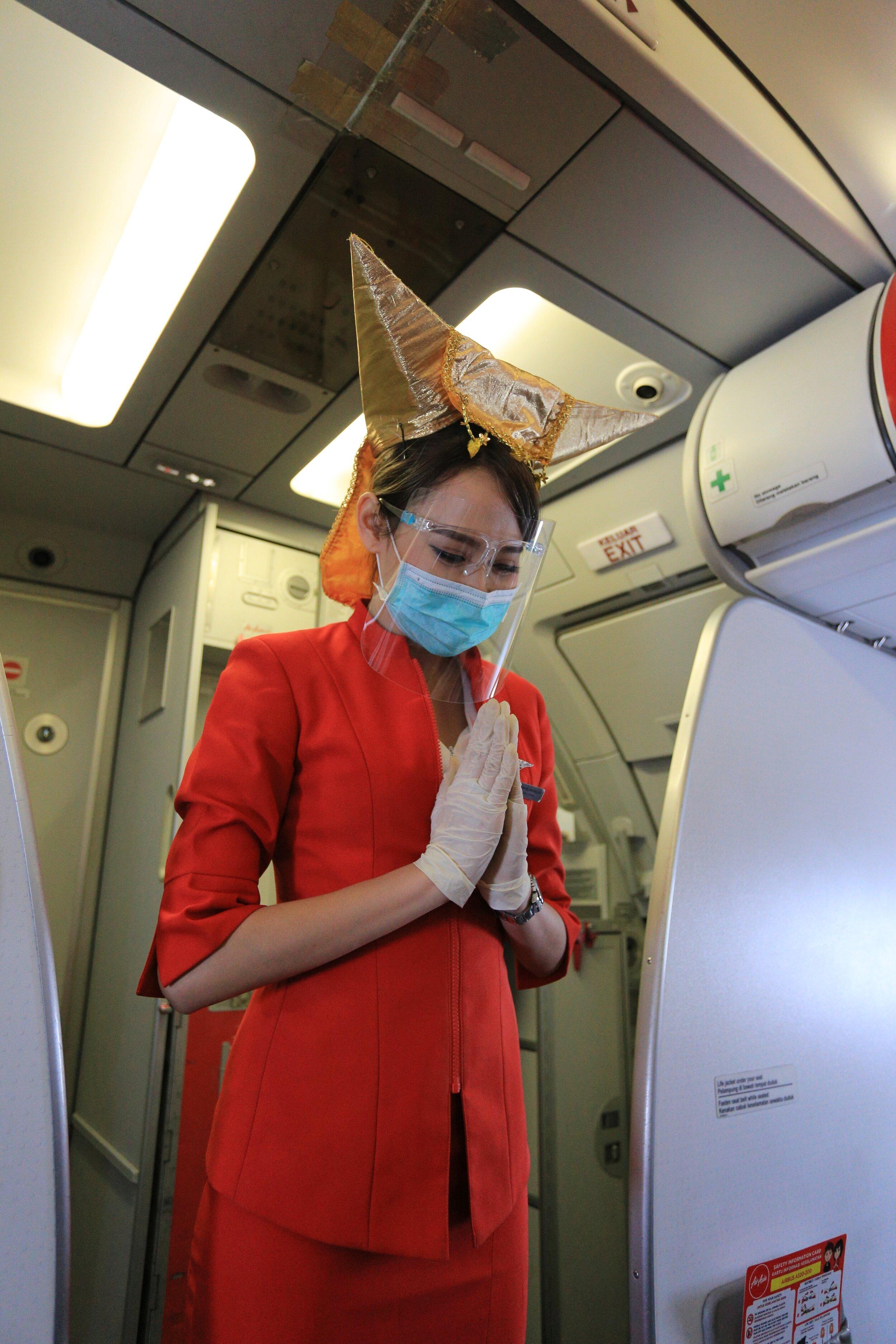 Airasia Bagi Bagi Nasi Padang Di Penerbangan Perdana Ke Padang Airasia Newsroom