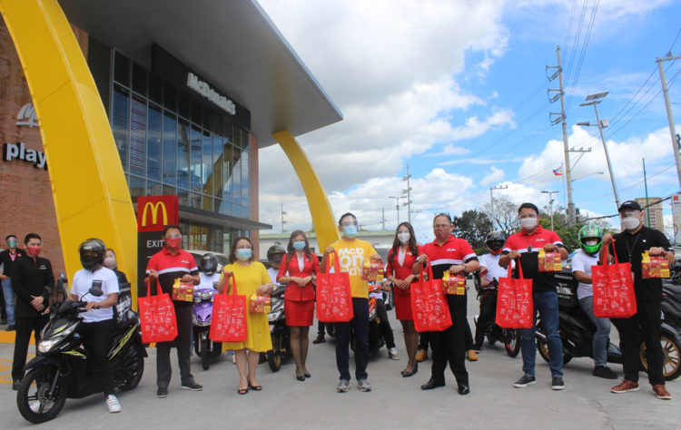 Sending off the airasia delivery team are AirAsia CFO Ray Berja, McDonald's Philippines Managing Director Margot Torres, McDonald's Philippines CEO Kenneth Yang, AirAsia CEO Ricky Isla, Teleport Chairman Erick Arejola, and Teleport Country Head Ernest Bernal