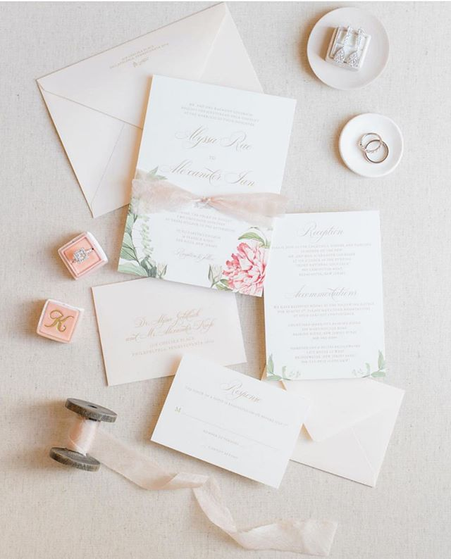 Gorgeous Invitation suite and some pretty little details!  Photo: @jenniferlamphoto Invites: @papertreestudio  Bride: @a1yssarae