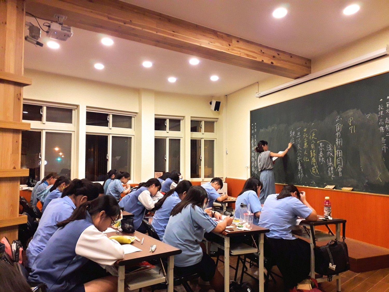 秀春講堂 - 免費升學課程 - 課程資訊請點選下圖方塊