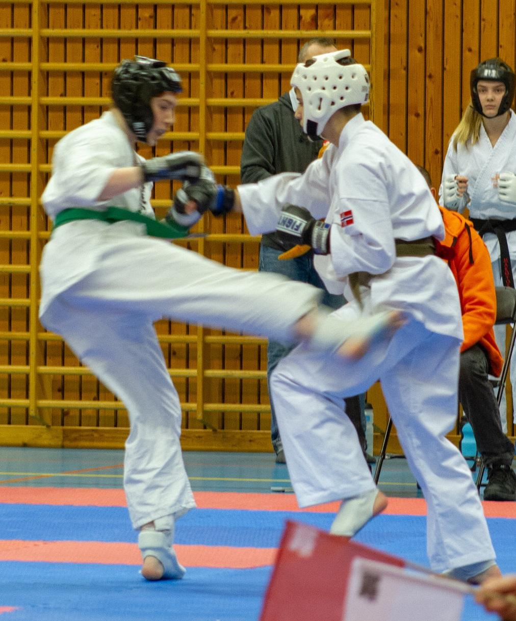 Kumite - Eik iført godt med beskyttelse deltar i NM 2019