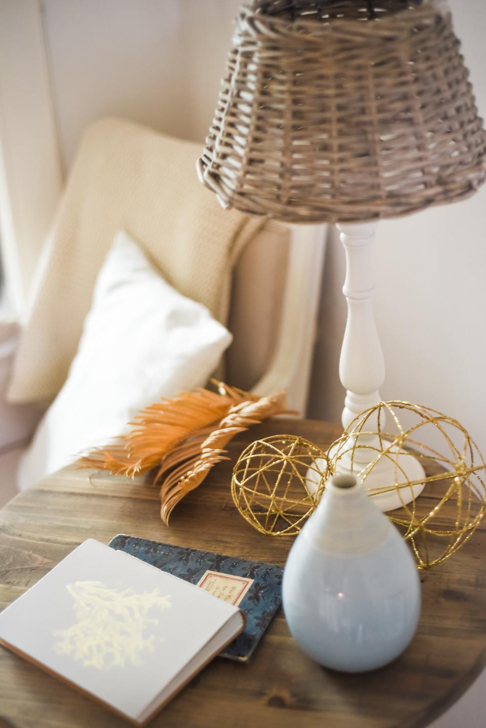 Summer-House-Feeling-With-Blue-and-gold-Decor-AnaisStoelen-9.jpg