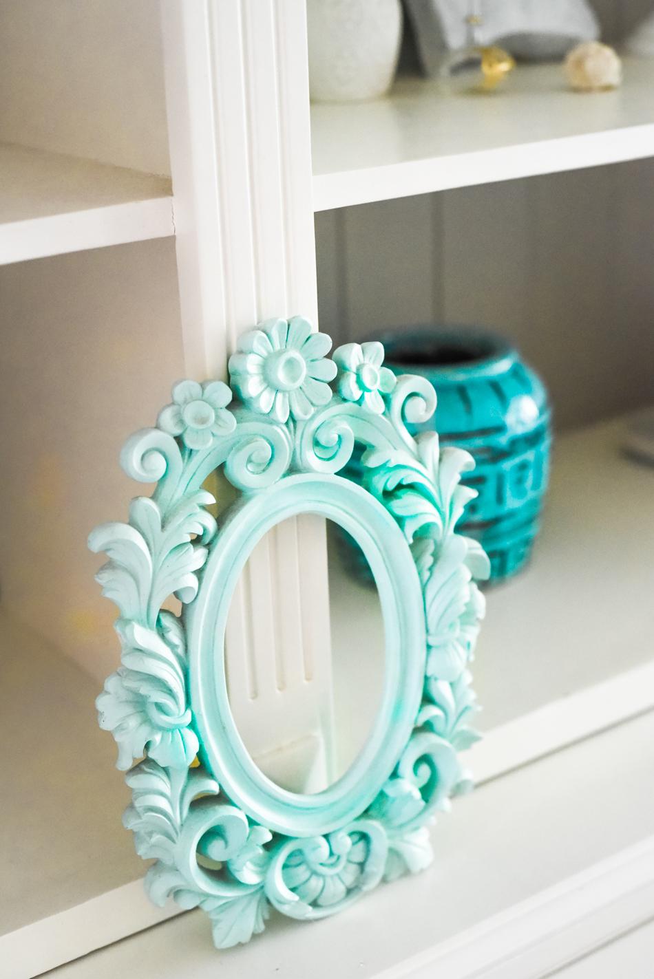 Summer-House-Feeling-With-Blue-and-gold-Decor-AnaisStoelen-20.jpg