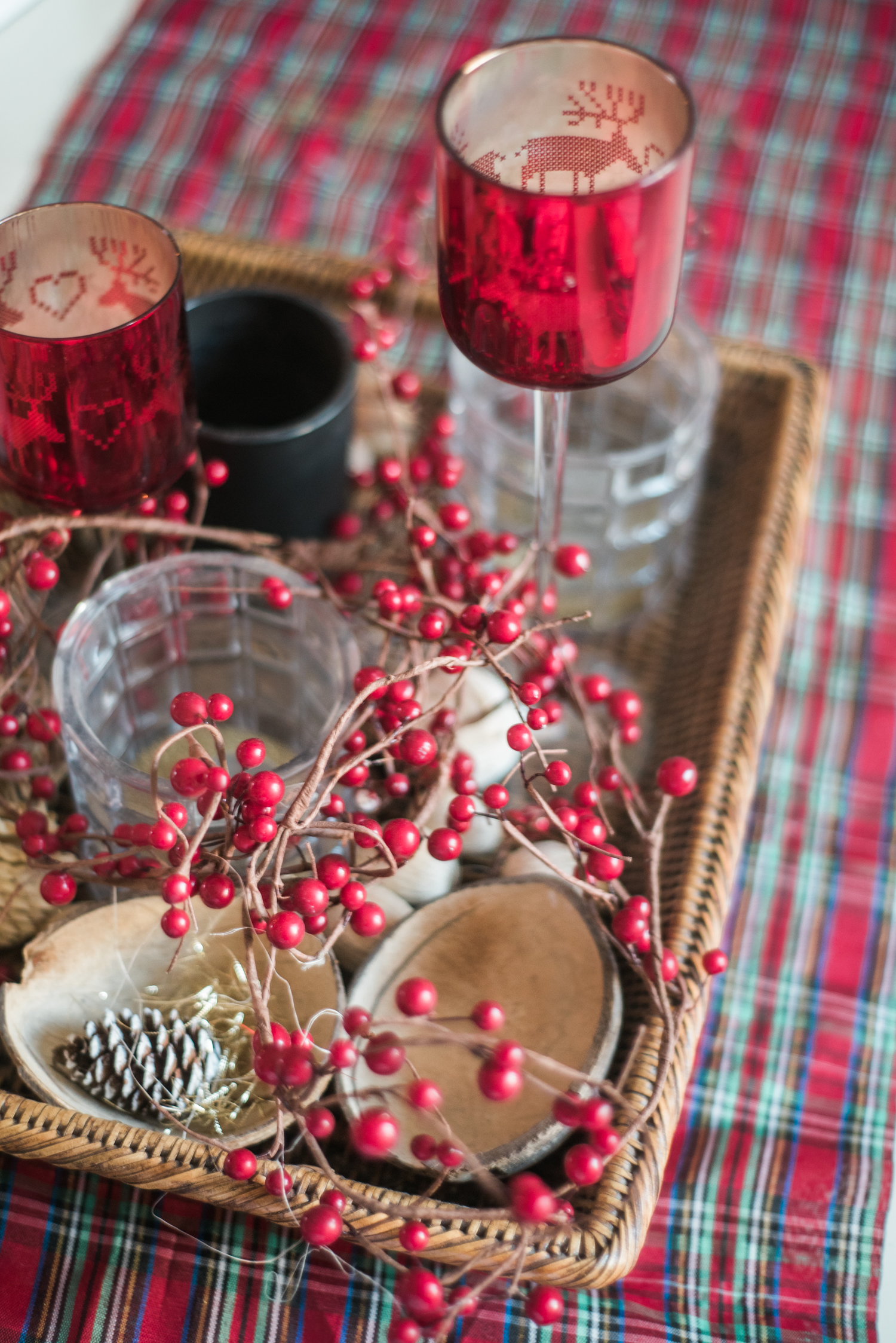 Traditional-Christmas-Decor-Tree-Table-Ideas-Style-To-Copy-AnaisStoelen-16.jpg