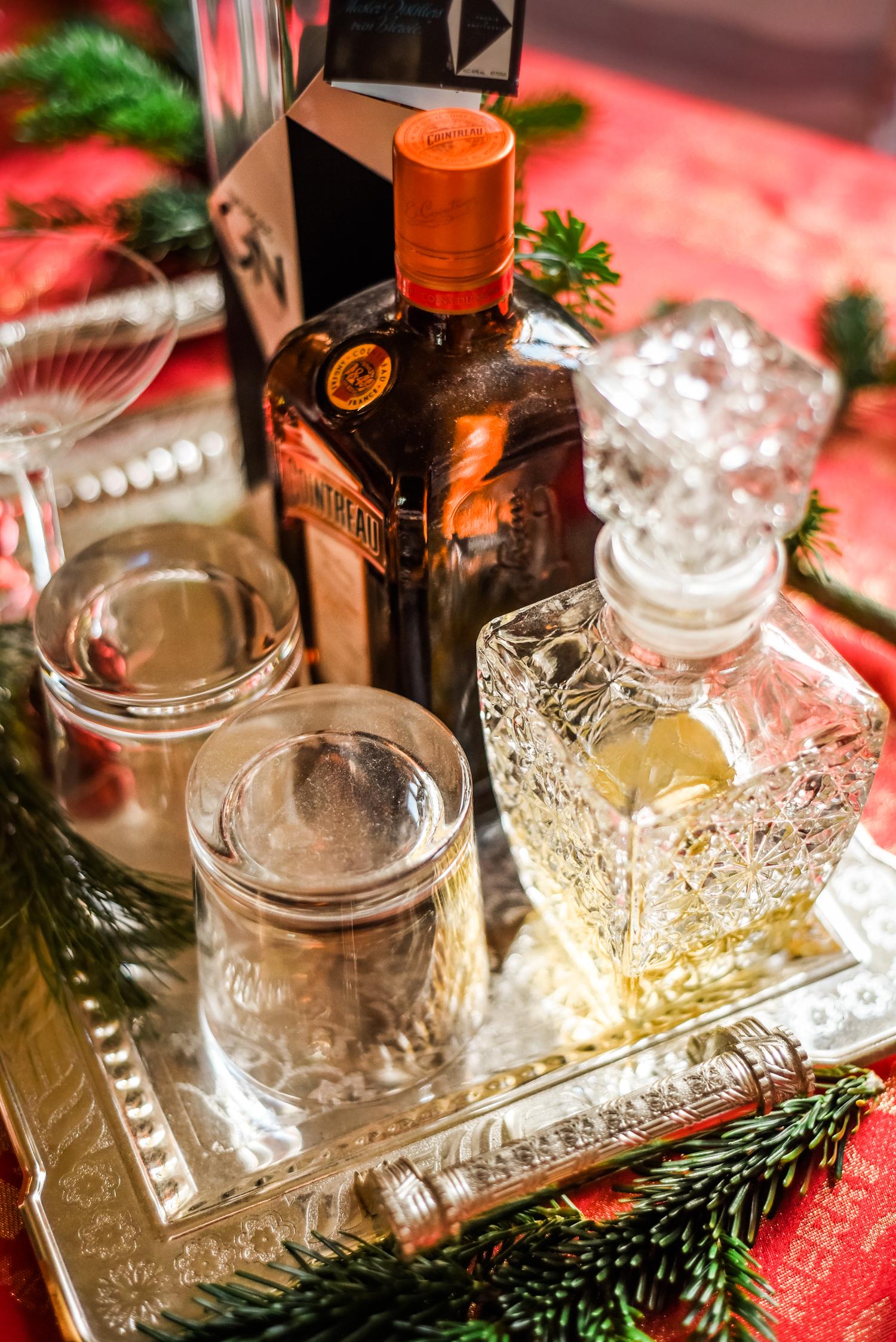 Traditional-Christmas-Decor-Tree-Table-Ideas-Style-To-Copy-AnaisStoelen-32.jpg