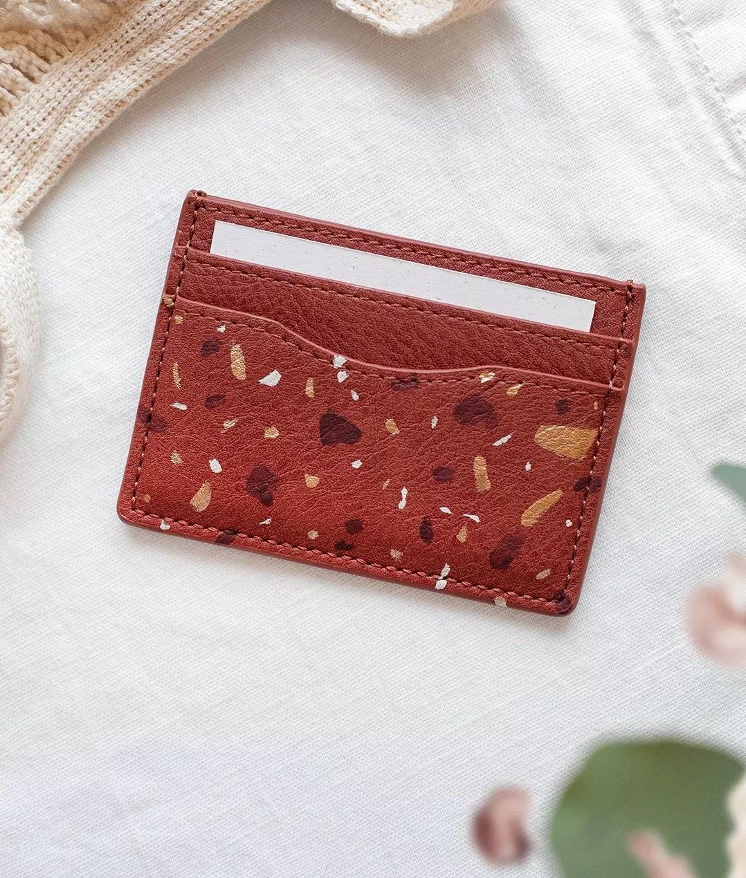 Ive been trying to get a smaller wallet but I havent liked any. this would be perfect !