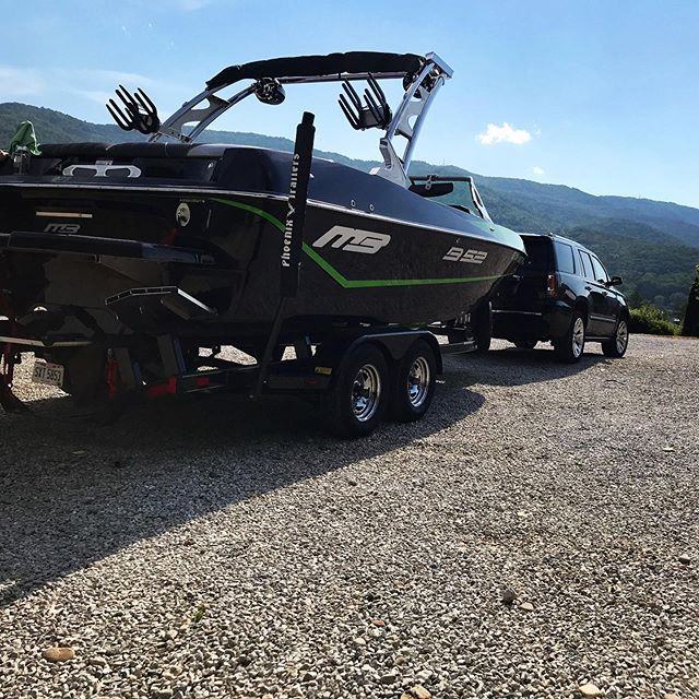 #tbt....Team rider @ripkarl18 sitting pretty before the inaugural Memorial Day run with the beautiful Tennessee mountains in the background.  #norrislake #lakelife #vacationhomes #wakedreams #wakedreamsnorrislake #lakehouse #lakenorris #wakelife #wakesurf #wakesurfing #watersports #norrislakelife  #norrislakeofficial #lakevacation #teamwakedreams