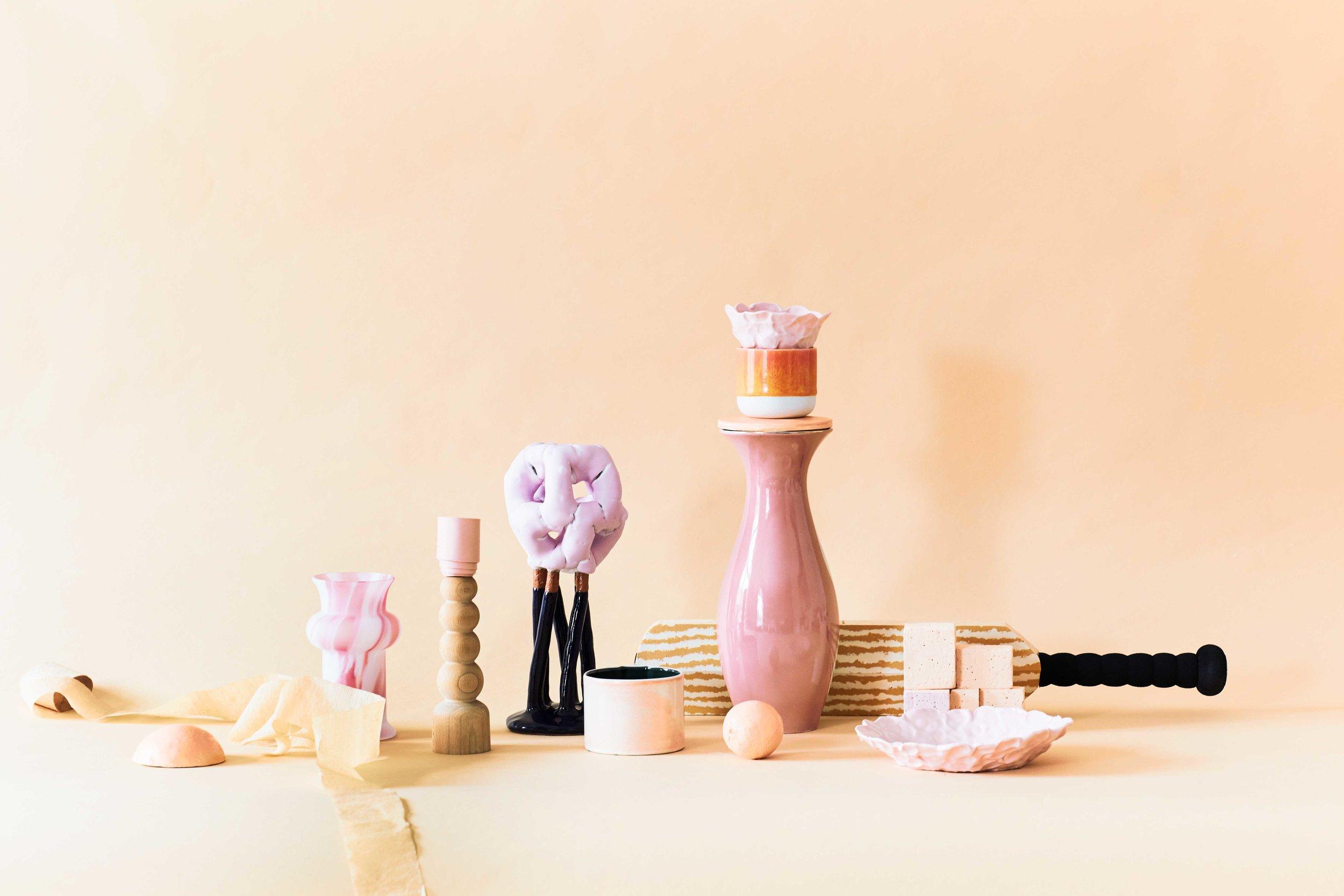 //pink    Glass vase Padmo & Vig / Candlestick Yonobi Studio / Podium, tree, Panduro Hobby / Sculpture Bente Skjoettgaard / Mug Claydies / Bowl ( on top) Claydies / Bowl, orange Arhøj / Vase Padmo & Vig / Sculpture made of foam private / Bowl Calydies