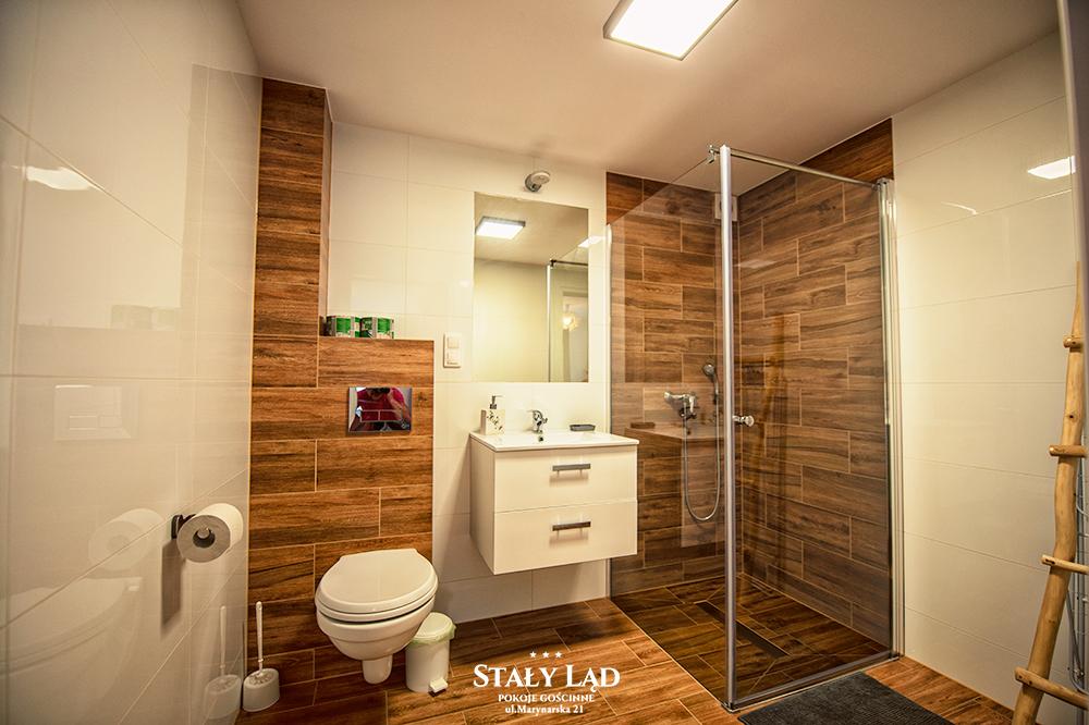 Wysoki standard łazienek naszego Domu Gościnnego Stały Ląd.