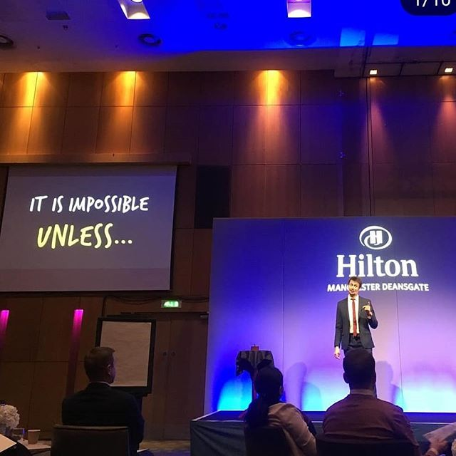 That was yesterday morning! Thank you @hayleywalkerhilton for the picture! Thank you Hilton for having me (and Denis for everything!!) 👍🙂🤗 #hiltonhotel #hotel #keynotespeaker #talk #speaker #hilton #manchester #magician #magicalmoment #moments #thepowerofmoments #creativity #innovation #impossible #unless #entrepreneursmindset