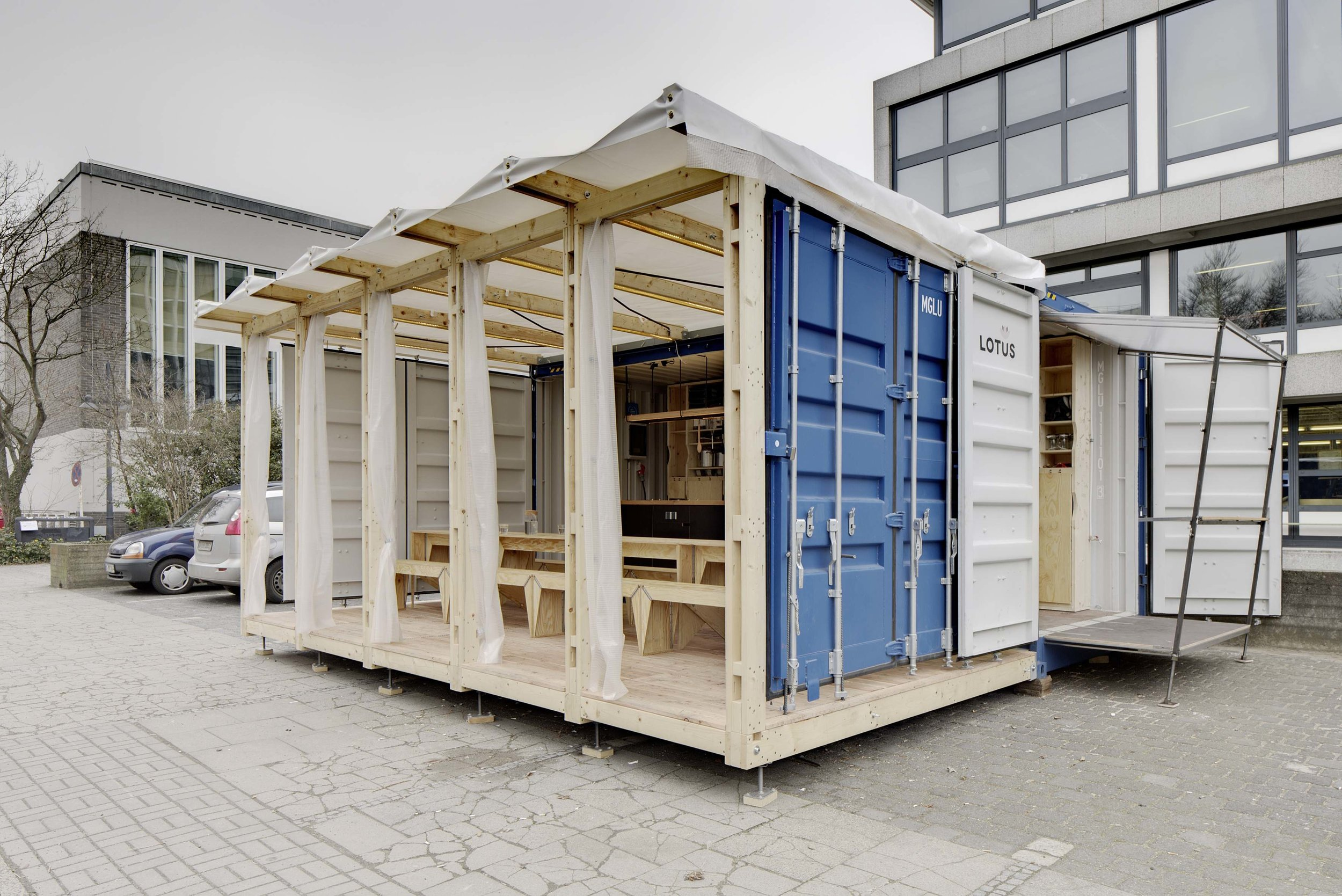 005_Container frontal view_CR.jpg