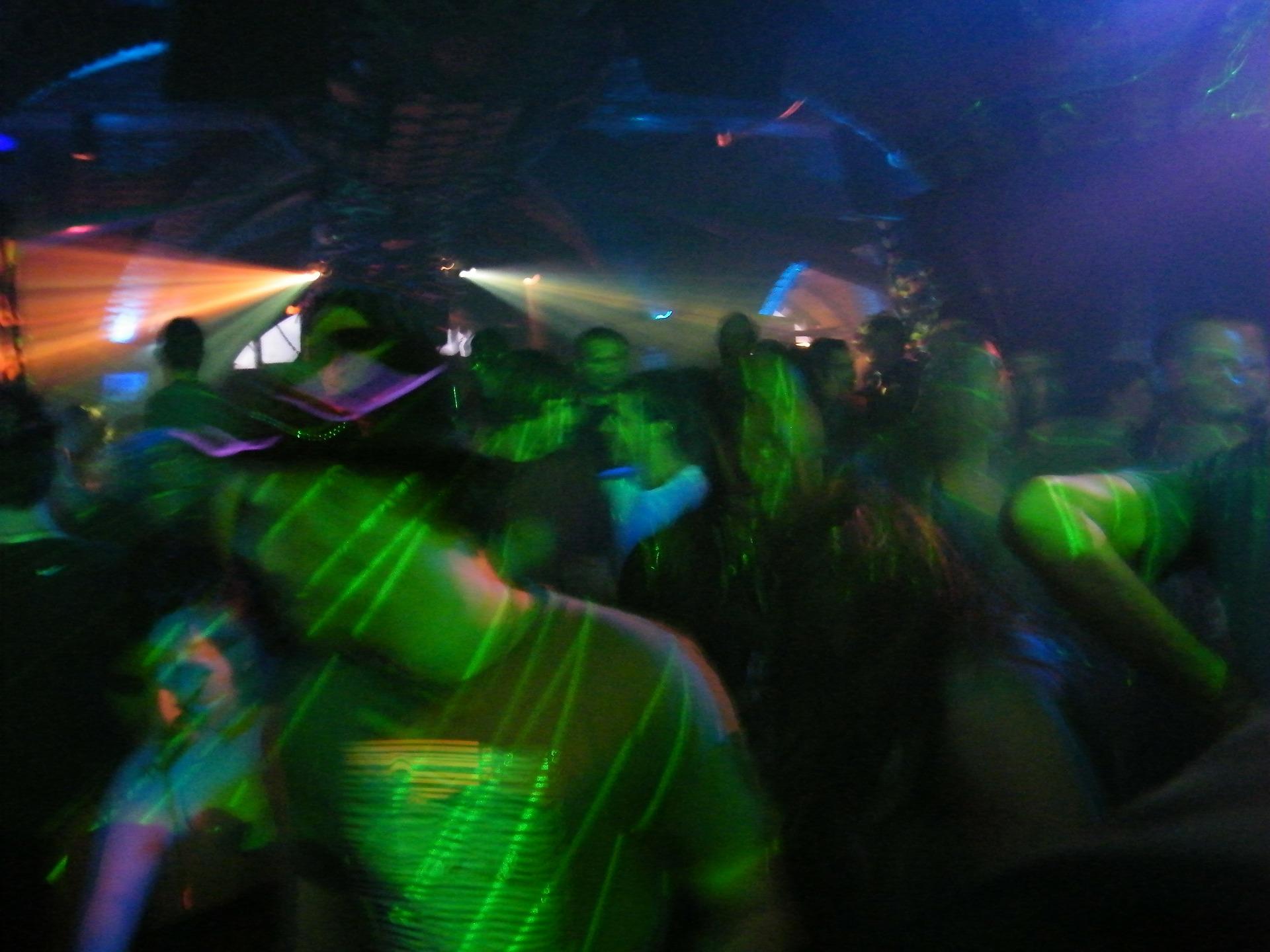 dancing-206739_1920.jpg