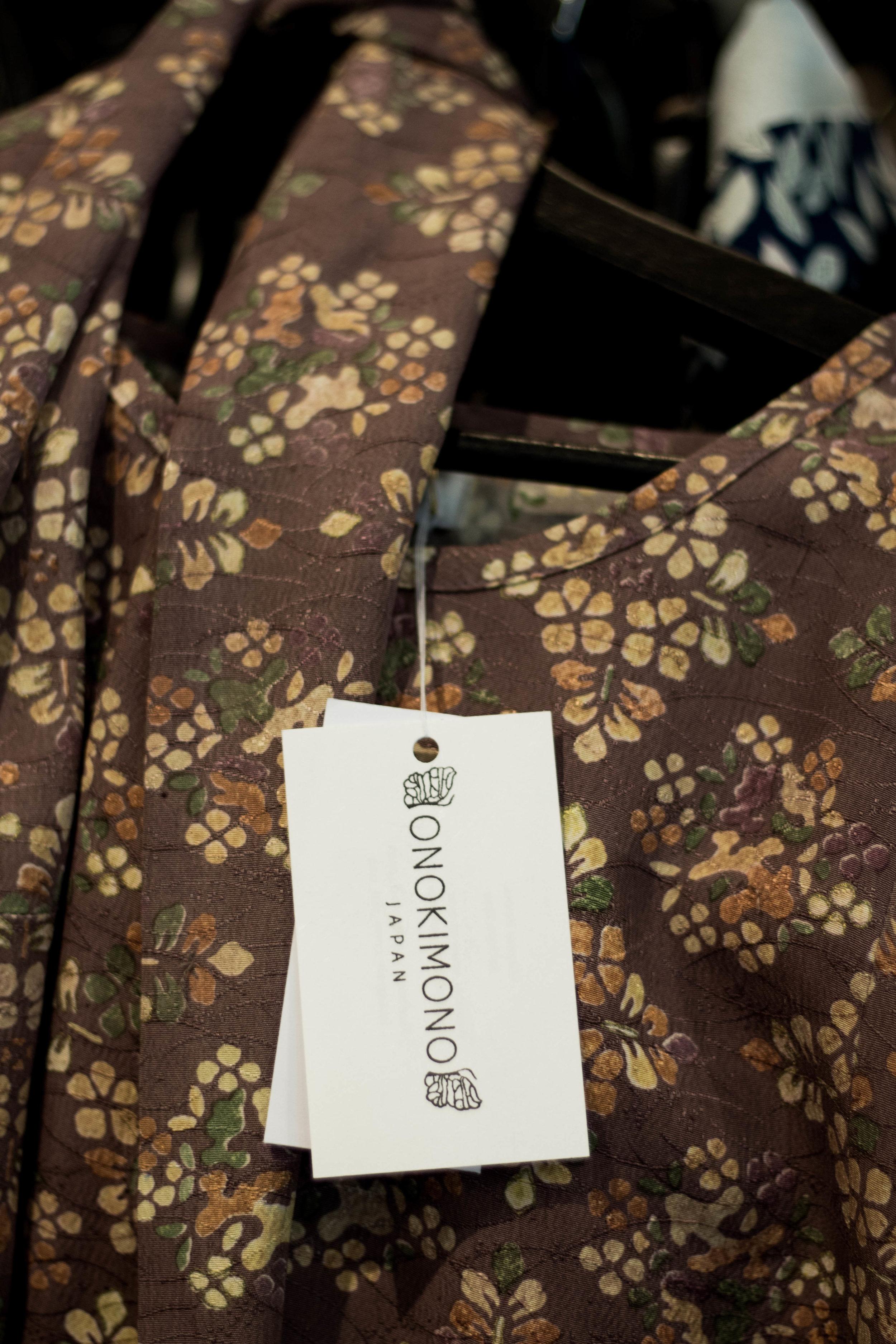 Onokimono är ett japanskt märke som återanvänder gamla kimonos och gör nya plagg av.
