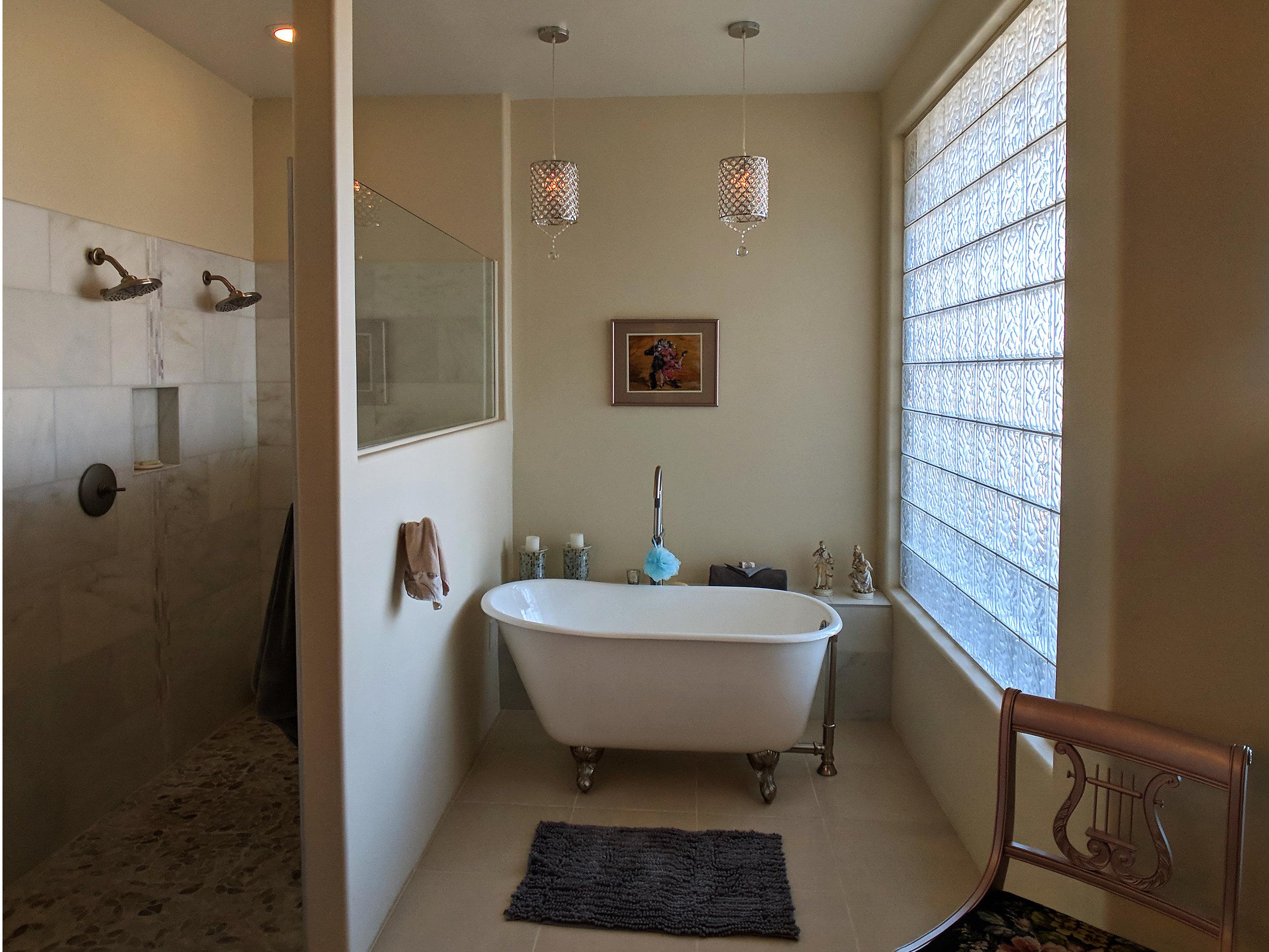 holland-bathroom-clawfoot-tub.jpg