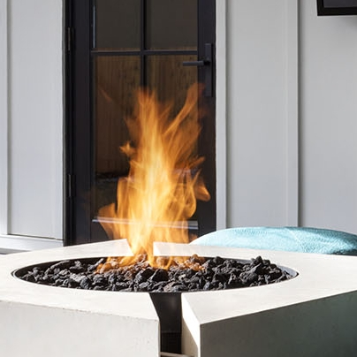 CROSS FIRE ™ Brass Burner uses a specific air-to-gas ratio at the point of combustion to produce a taller, brighter, fuller flame that resembles a natural, wood burning fire.
