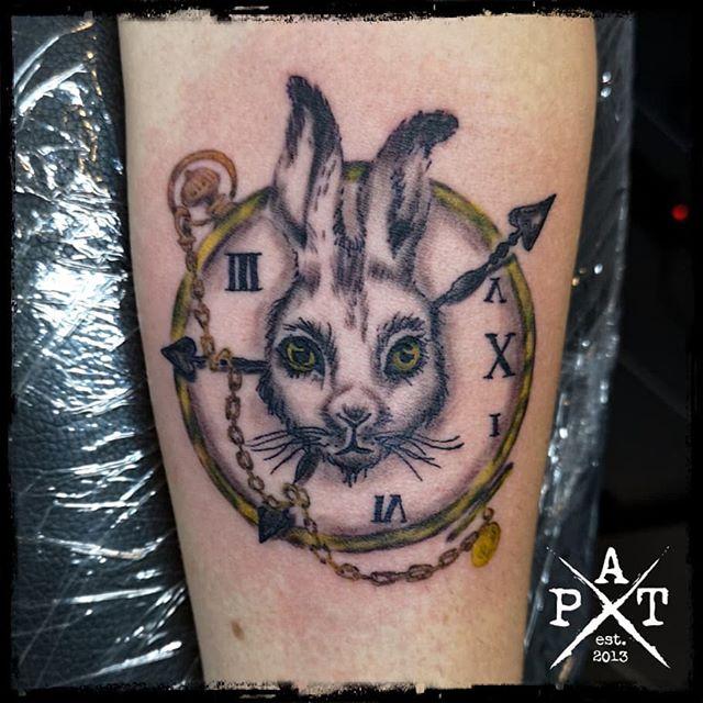 Alice in Wonderland Rabbit Tattoo  #tattooing #tattoosofinstagram #tattoostudio #tattooink #tattoodesign #tattooed #tattooist #tattoolove #tattoo #tattoos #tattooartist #tattooshop #inkbypat #munich #münchen #munich #germany #silverbackink #blackandgreytattoo #ezcartridgecouk #eztattooing #cheyenne #cheyenne_tattooequipment