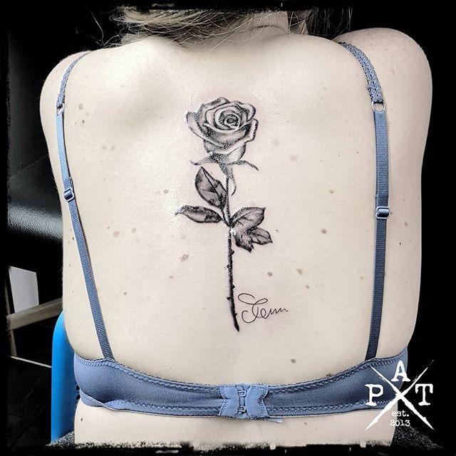 Rose Tattoo  Bevorzugte Stile: 🔹Watercolor 🔹Abstract 🔹Trash 🔹Black/Grey 🔹Realistic  #tattooing #tattoosofinstagram #tattoostudio #tattooink #tattoodesign #tattooist #tattooed #tattoos #tattooartist #tattooshop #tattoolife #tattooer #tattooart #tattoooftheday #tattoo #rose #rosetattoo #inkbypat #blackandgrey #blackandgreytattoo #worldfamousink #ezcartridgecouk #eztattooing #cheyenne_tattooequipment #cheyenne #elitecartridges