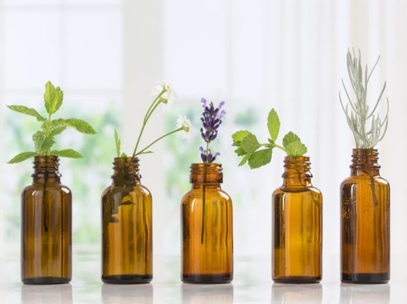 Readers Digest Images - Essential Oils