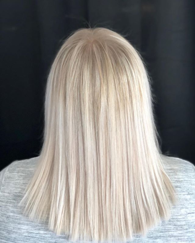 Y'all, dimensional work on this beauty is so so satisfying. It's very rare that I get a natural level 8 sitting in my chair. It's lifts to this perfect blonde ashy, but bright blonde ... #blonde #blondelife #foils #blondehighlights #blondmebeauty #blondeambition  #highlights #balayage #brighterblonder