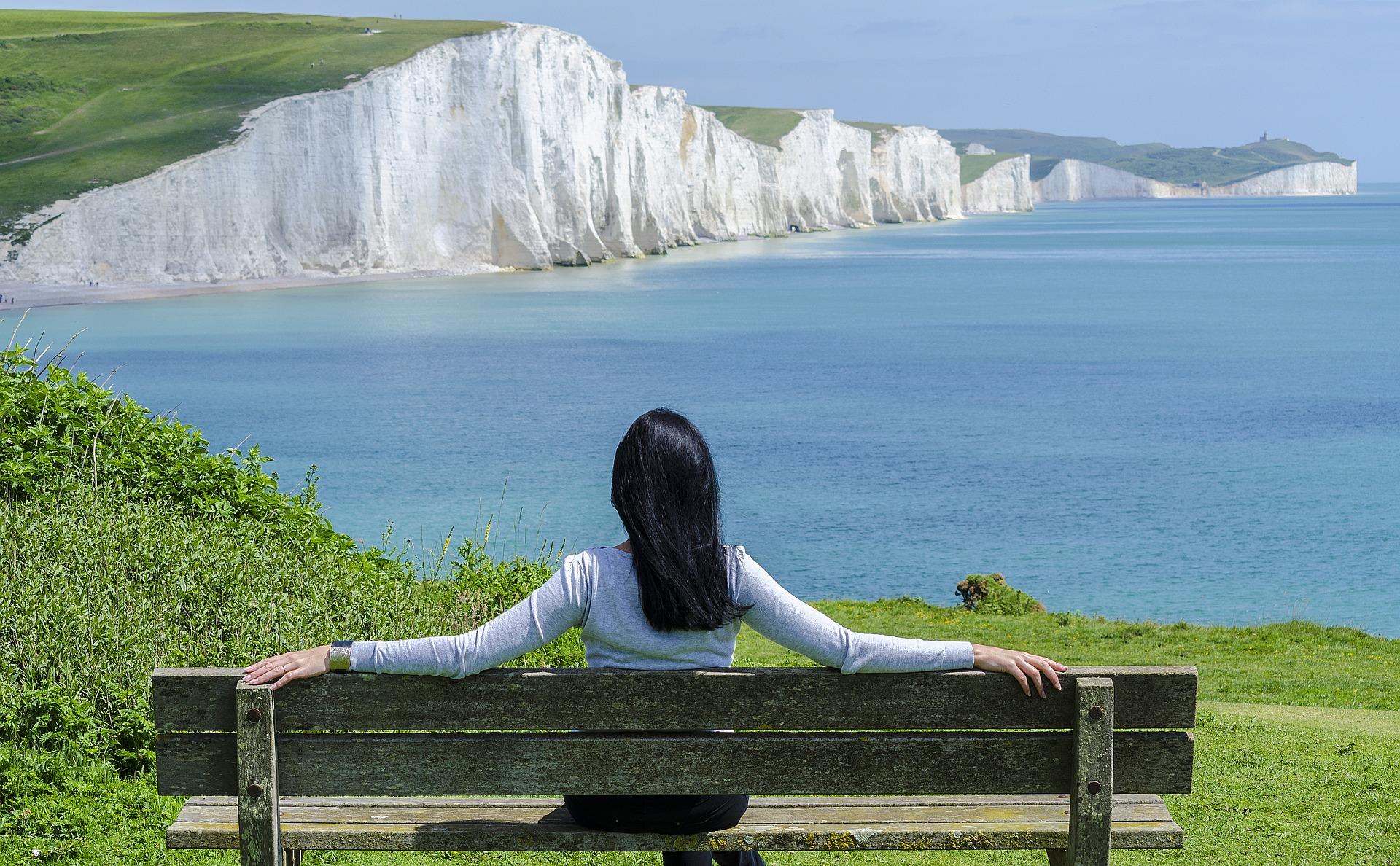 WOMAN RELAXING -Sea FREE.jpg