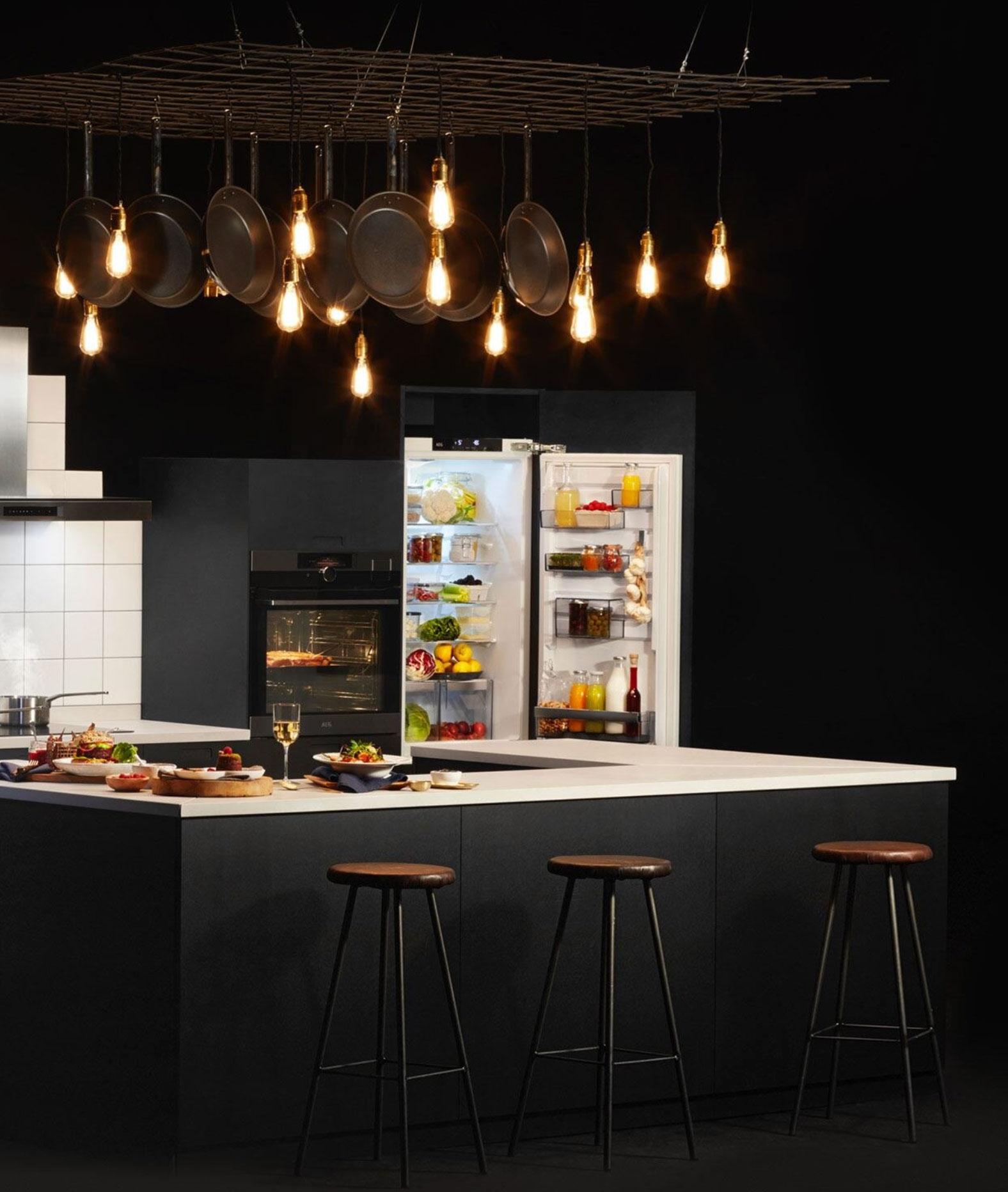 kjøkken, fronter, hvitevarer, stjernekjøkken, kjøkkeninredning, interiør kjøkken, kjøkken benkeplate, kjøkken løsninger, skapdører kjøkken, kjøkkeninnredning, kjøkken forhandlere, kjøkken fornying, showroom, folie, heltre, finér, mdf, glass, ncs, kjøl, frys, fryser, kombi, steam, damp, oppvaskmaskin, oppvask, komfyr, plate, vifte, ventilator, vinskap, vacuumforsegler, innebygd espressomaskin, kjøkkenkum stål, krum porselen, keramisk, silgranitt, corian, kjøkkenkum, tilbehør,  aeg, eletrolux, zanussi, røroshette, duravit, strømberg, nibu, tapwell, garderobe, oppussing