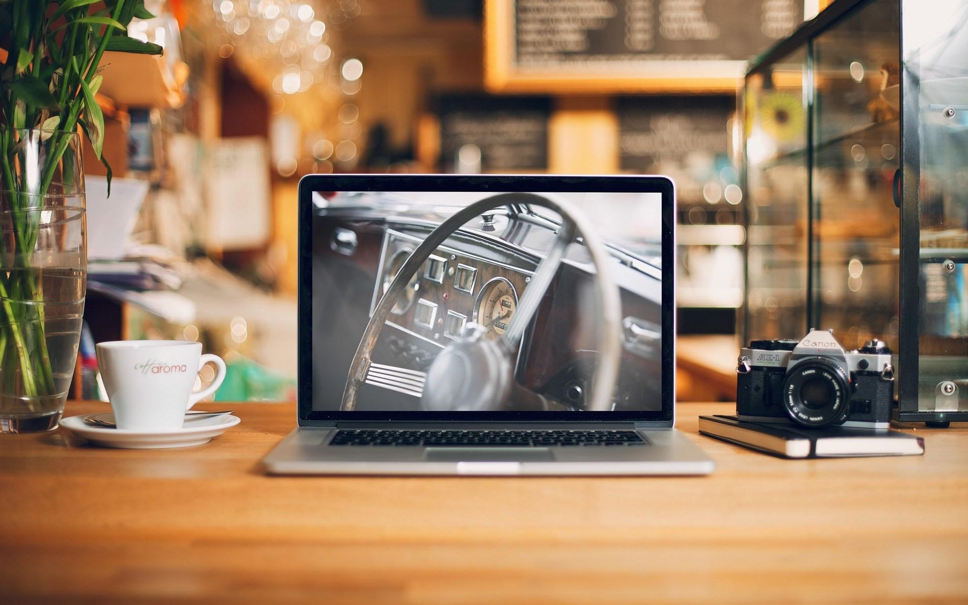 desk-macbook-notebook-camera-canon-photo-1.jpg